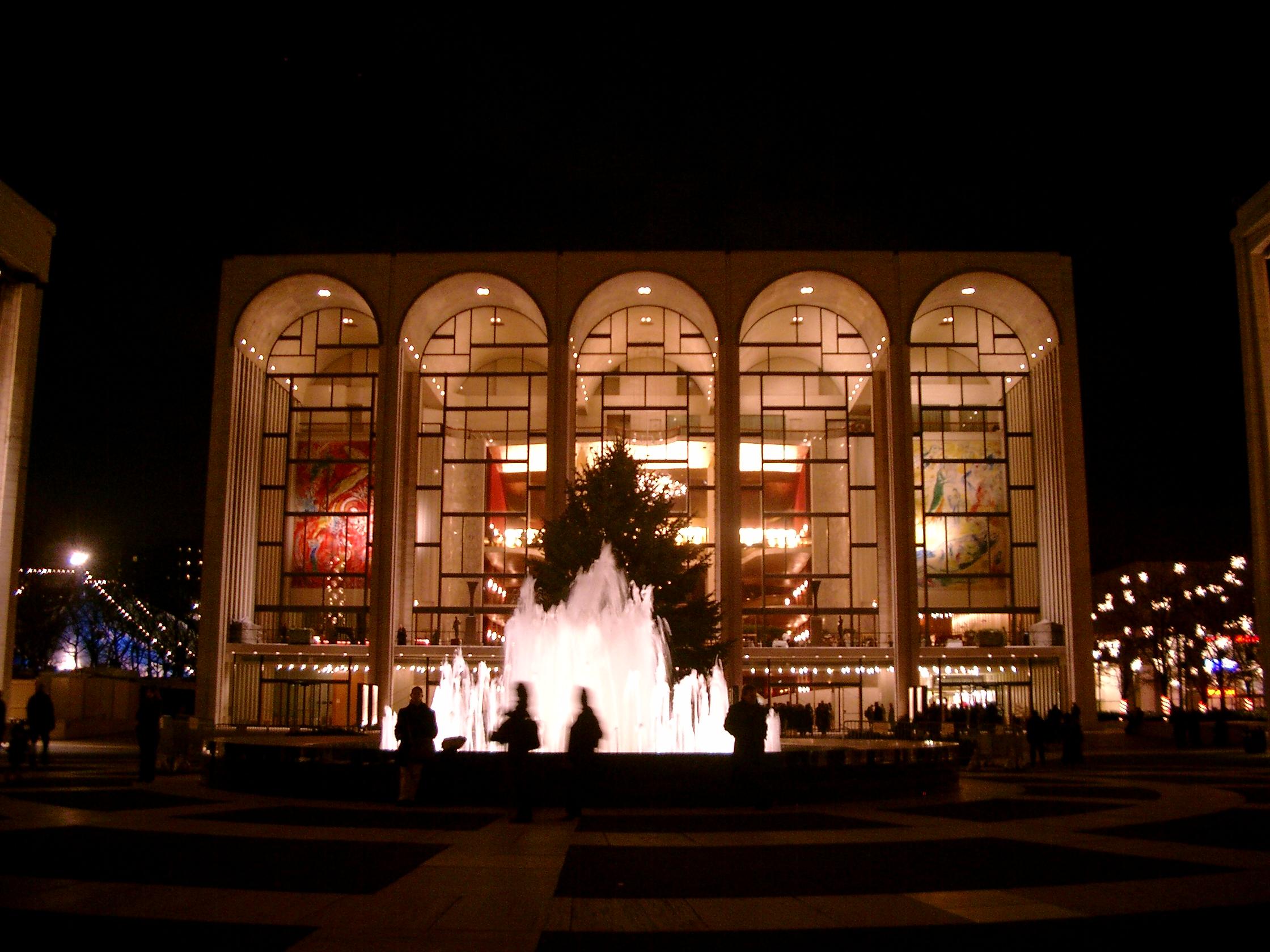 Metropolitan Opera bei Nacht