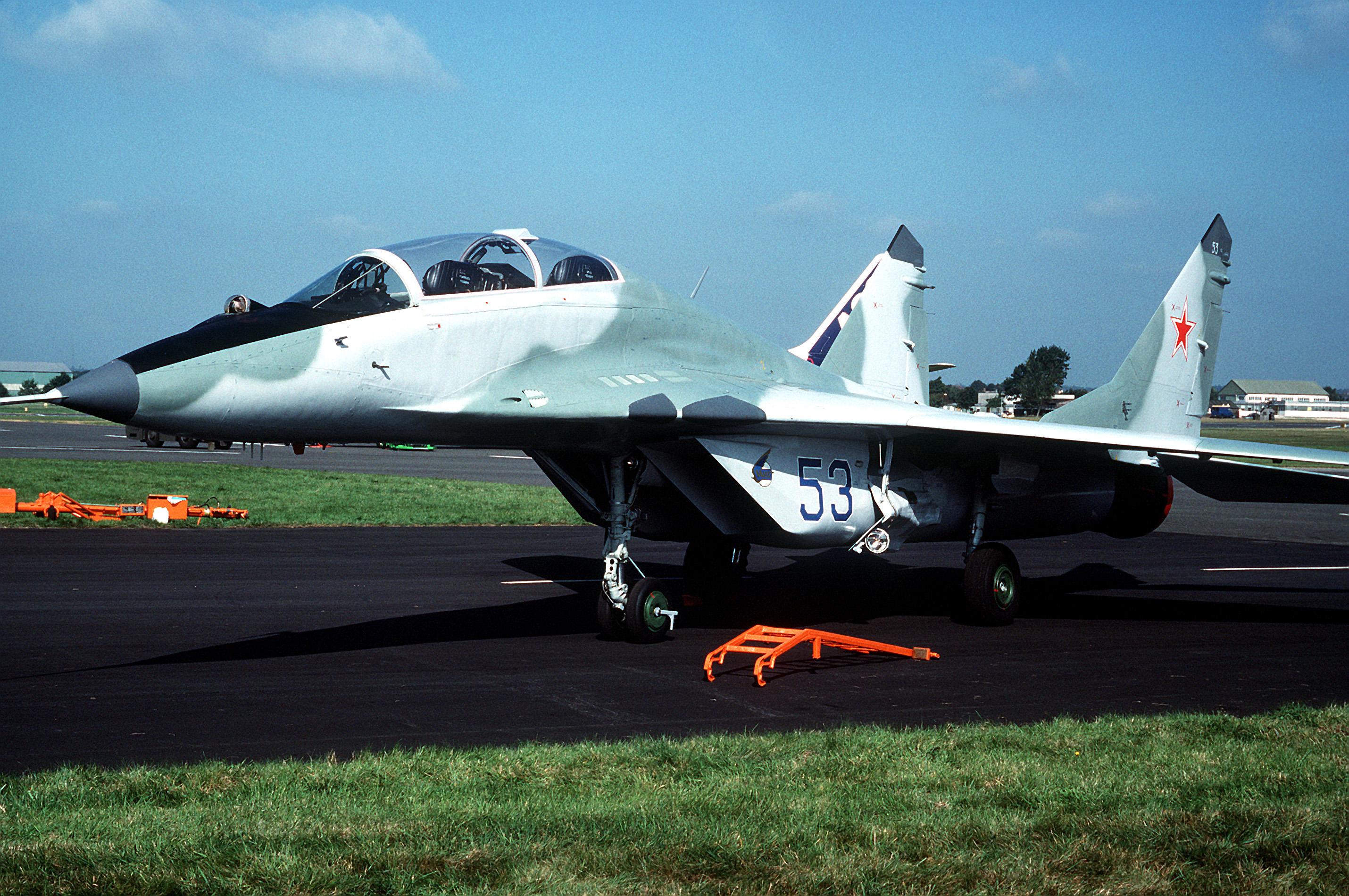 文件:mig-29+at+farnborough... mig29战斗机,mig-29,mig-