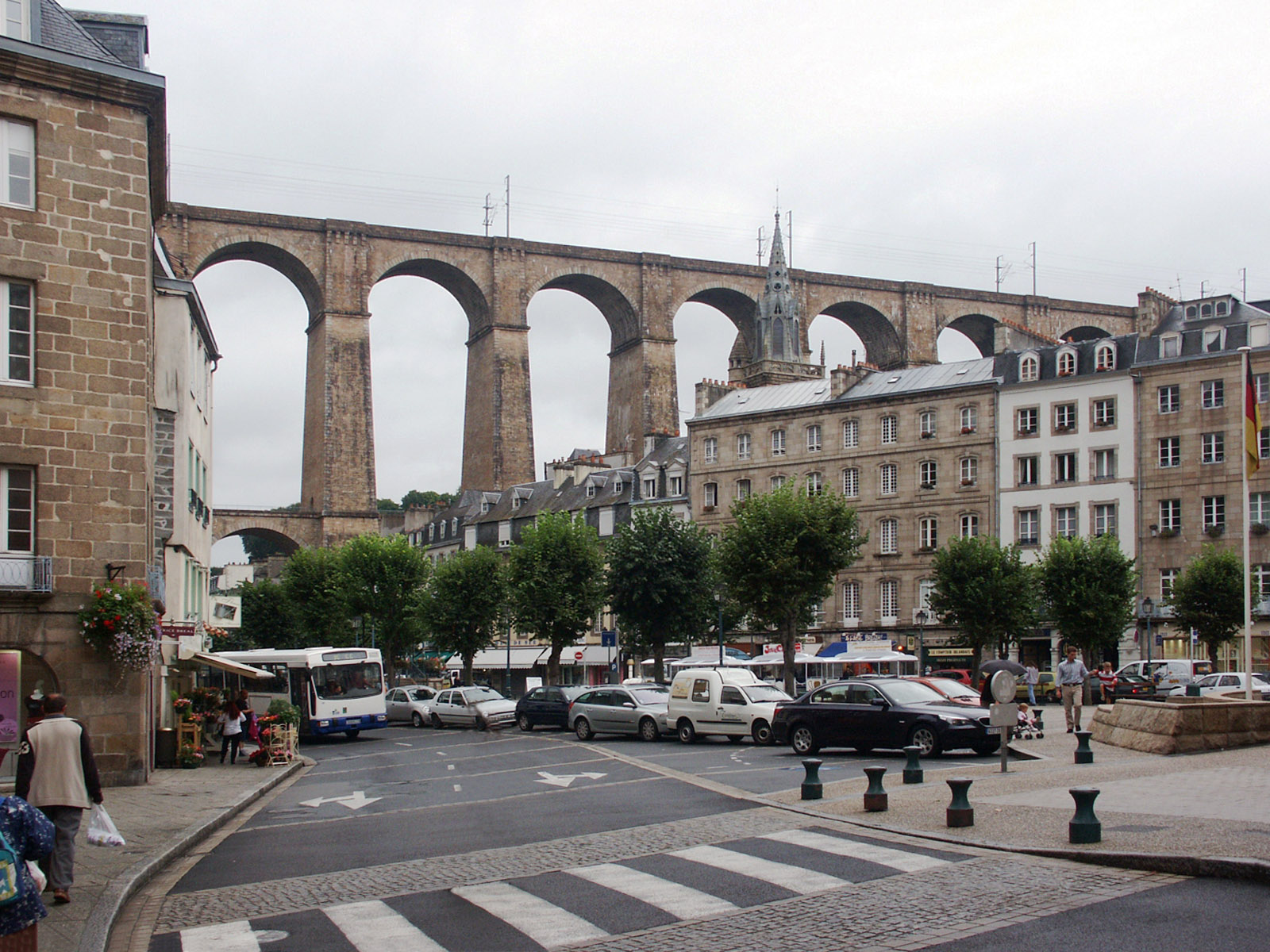 Morlaix (Brittany, France); Place des Otages, Viaduc. This photo was taken by fafner, see http://en.wikipedia.org/wiki/File:Morlaix_Viaduc.jpg