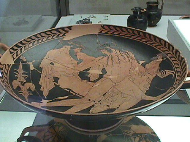 Museo di Spina sala 3, Ferrara - Pittore di Pentesilea - Zeus e Ganimede.jpg