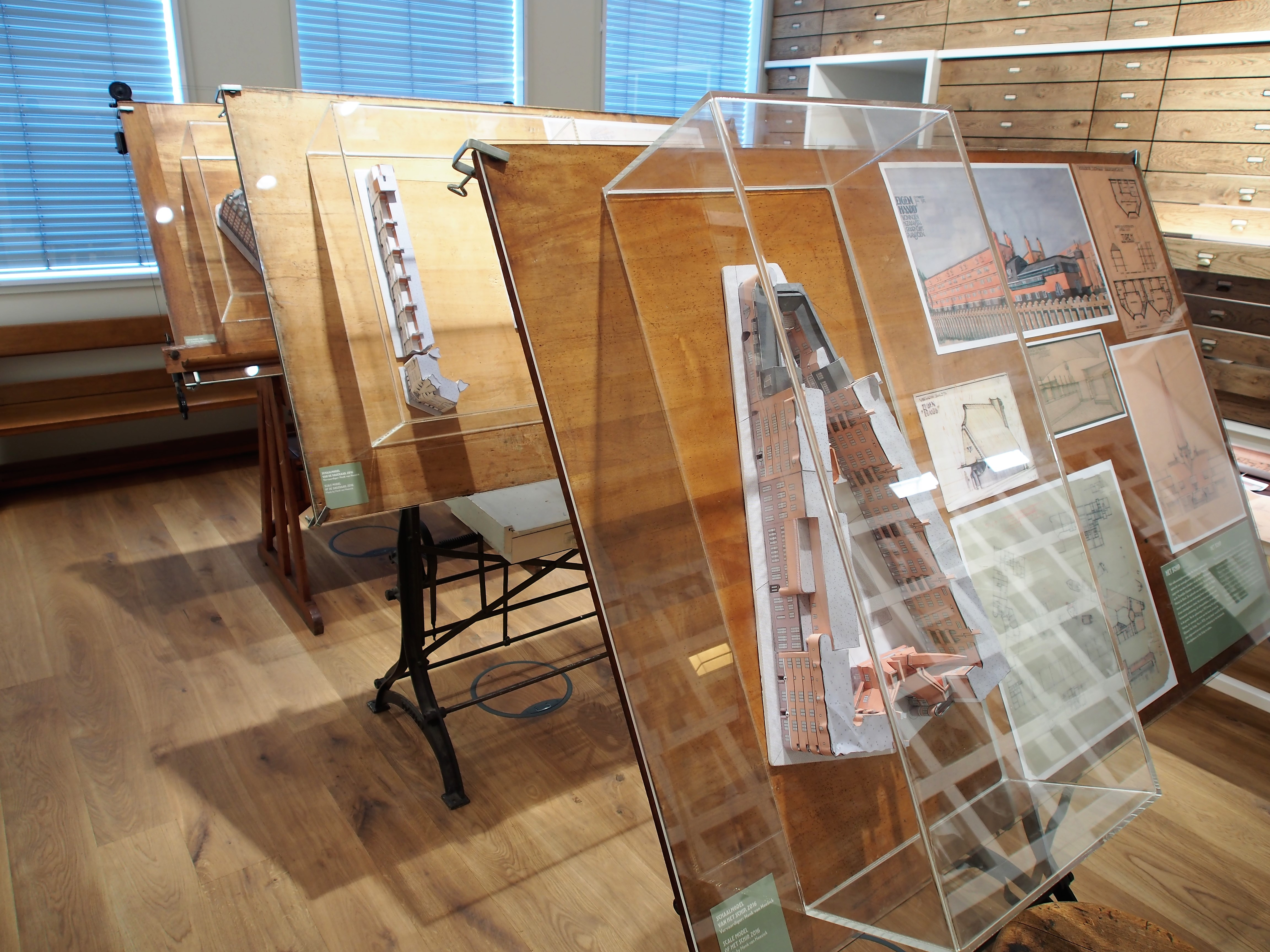 Filemuseum Het Schip Tekentafels Foto2jpg Wikimedia Commons