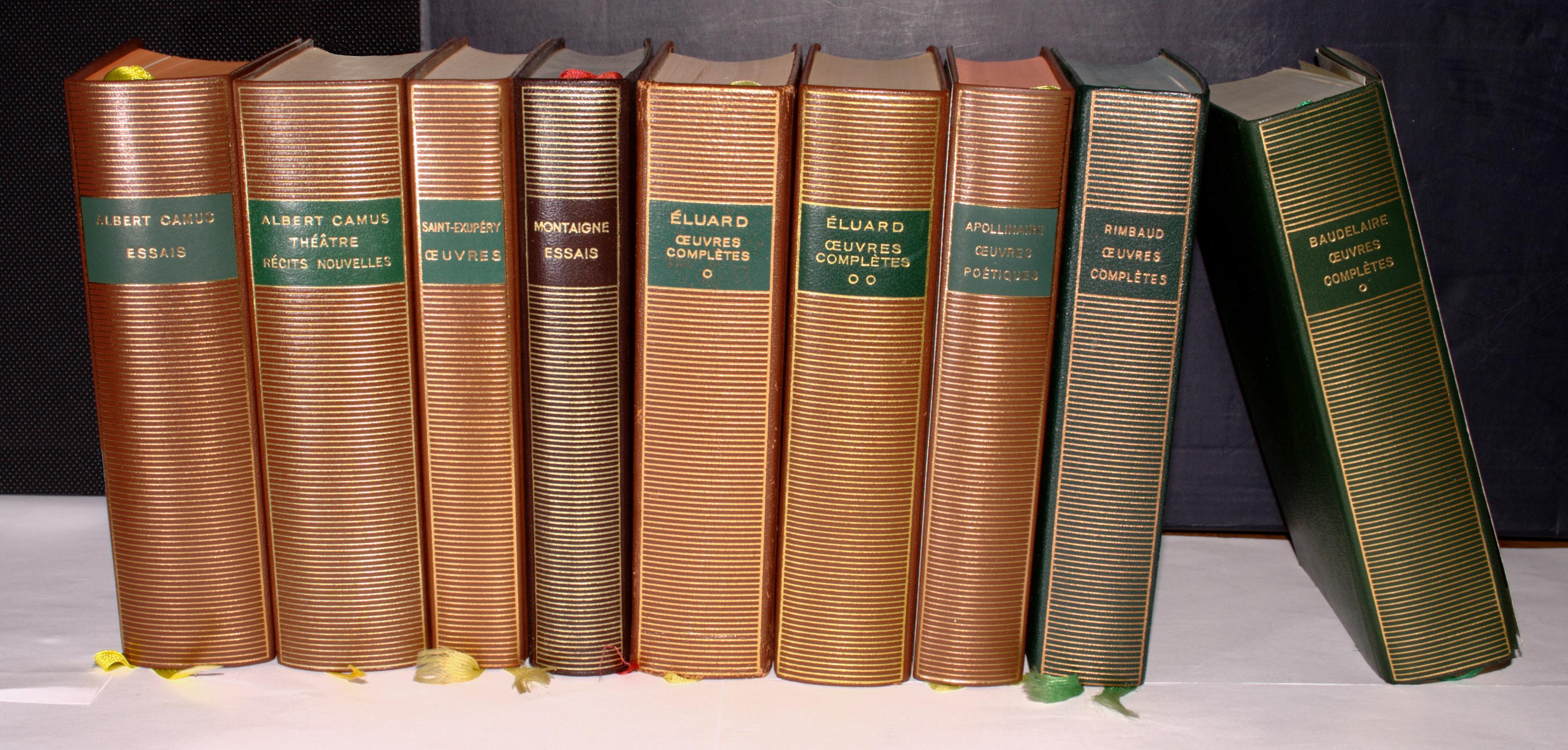 file neuf livres dans la collection biblioth que de la pl wikimedia commons