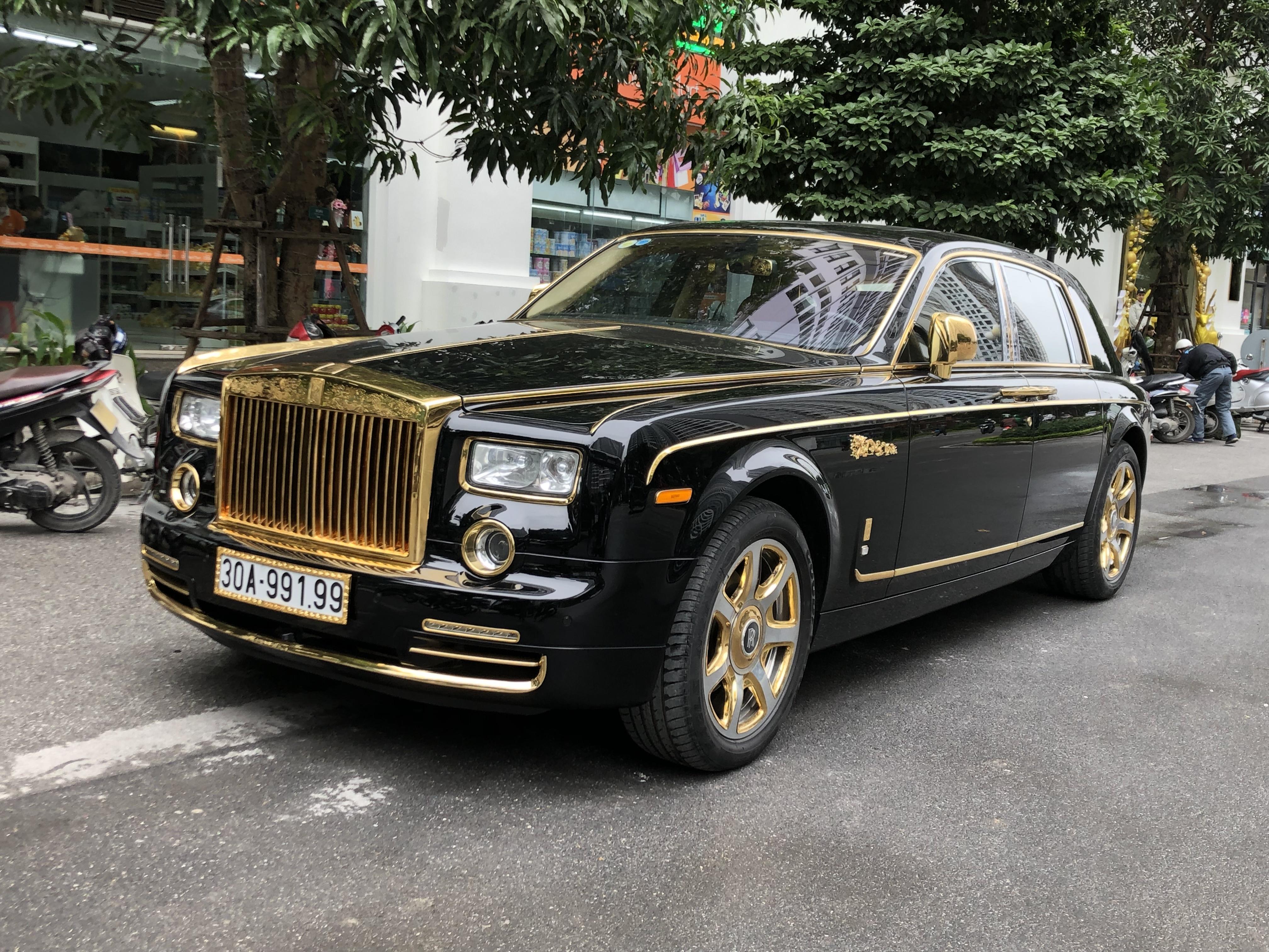 Gold Rolls Royce >> File Newone Gold Dragon Rolls Royce Phantom At Times City