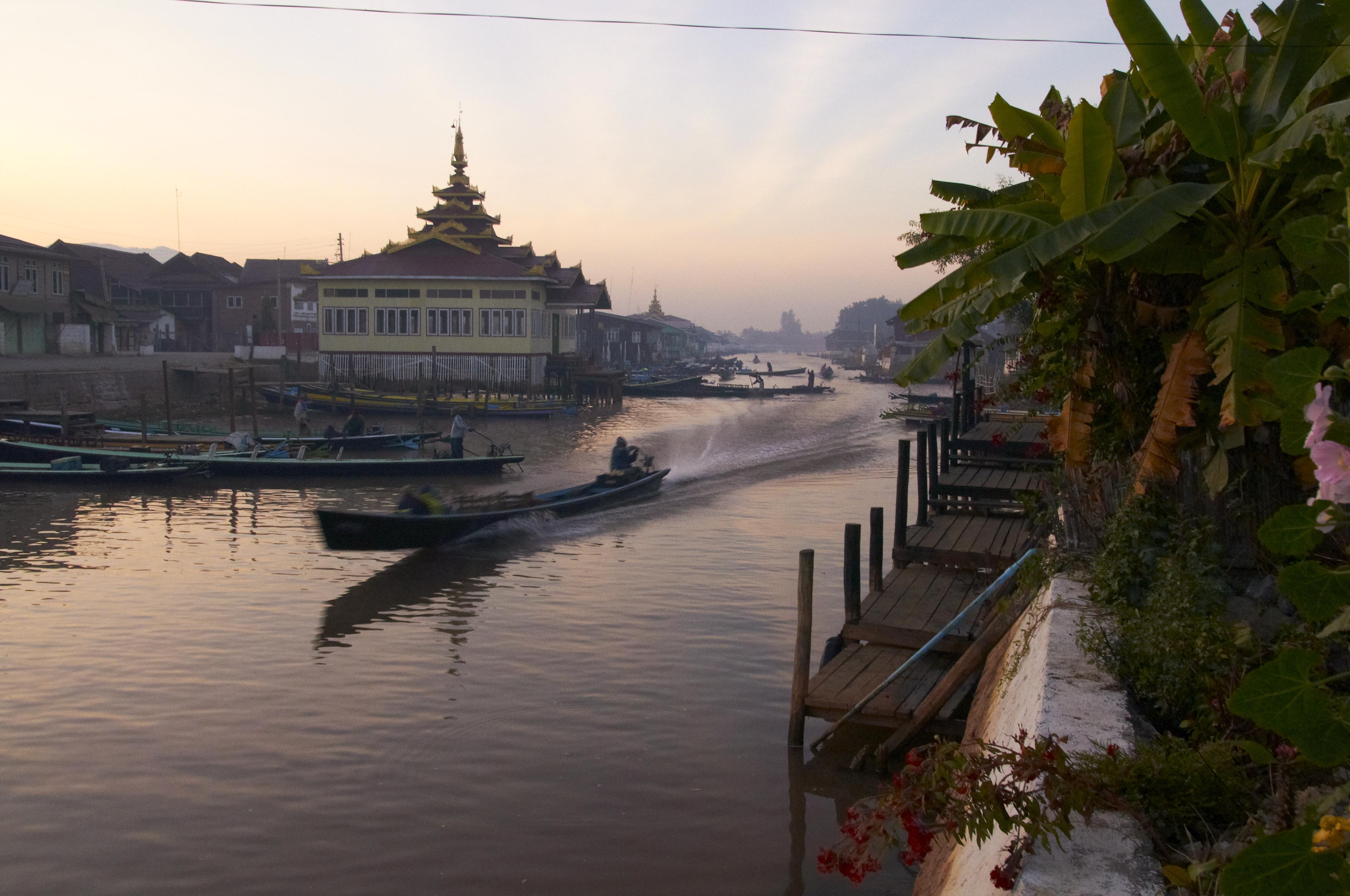 File:Nyaungshwe MMR014002701, Myanmar (Burma) - panoramio