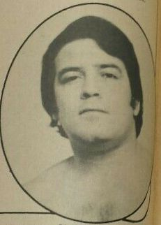 Foto van Paul Jones in Inside Wrestling, december 1972, pag. 36