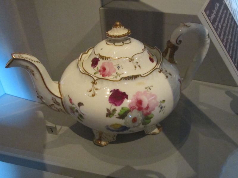 Porcelain teapot, Walker Art Gallery (1).jpg