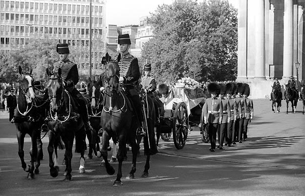 Ficheiro:Princess Diana Funeral St James Park 1997.jpg