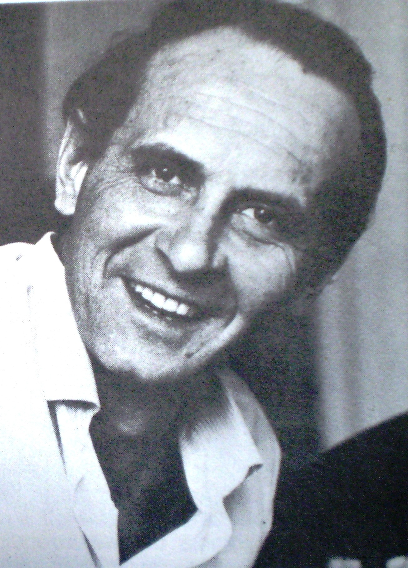 https://upload.wikimedia.org/wikipedia/commons/8/82/RicardoCarpani.JPG
