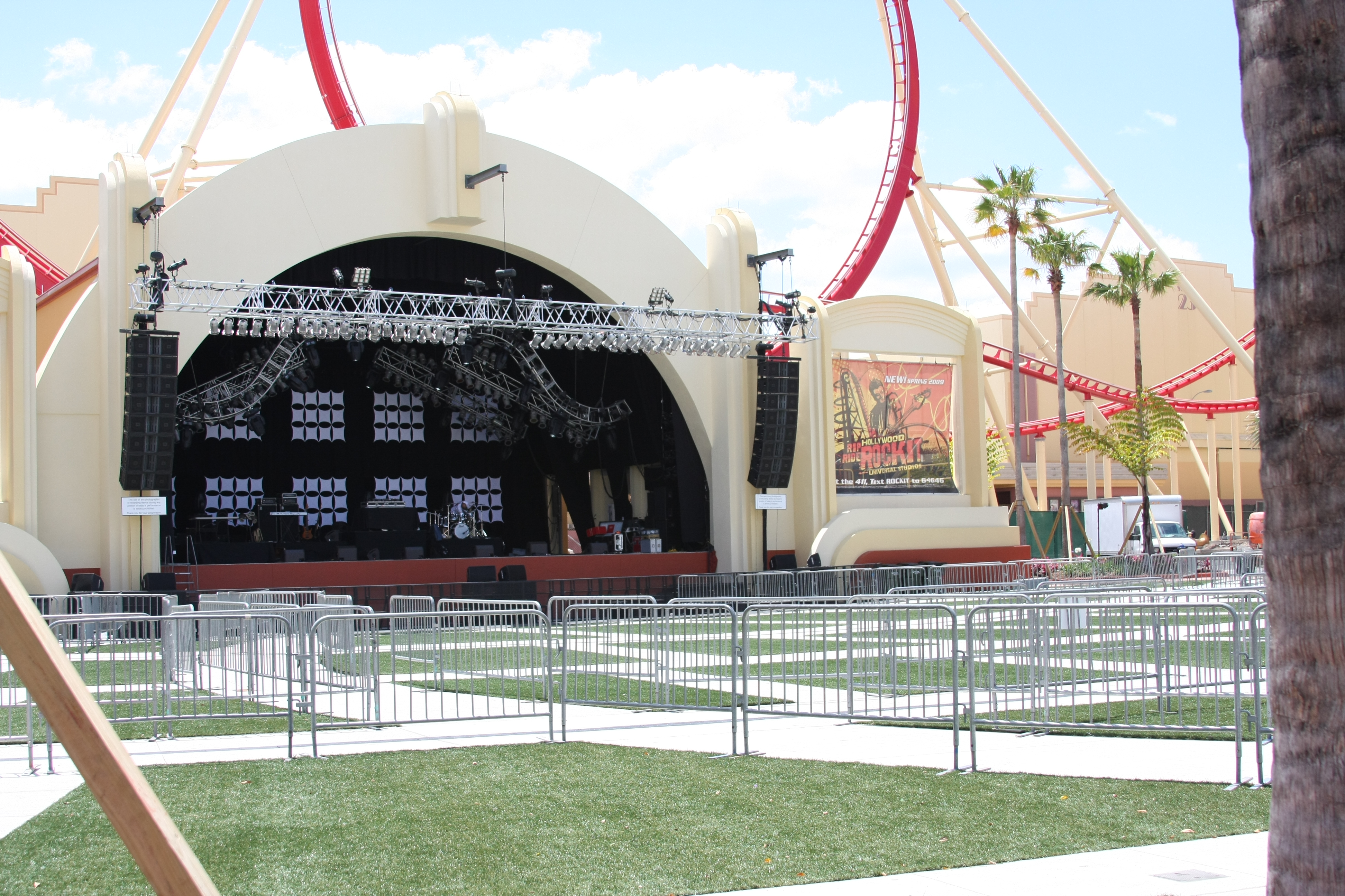 Universal Music Plaza Stage - Wikipedia