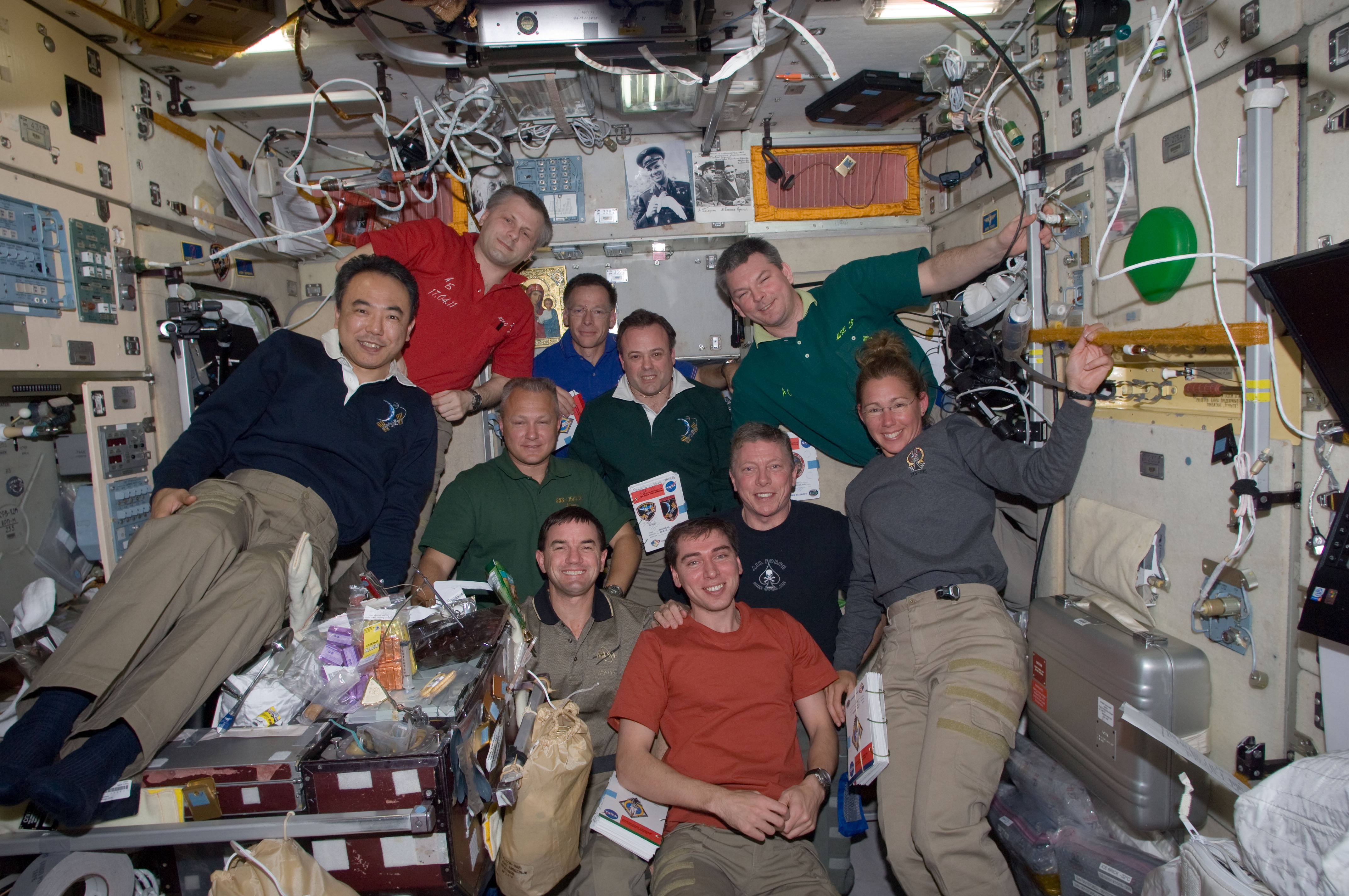 STS-135_and_Expedition_28_crews_in_the_Z