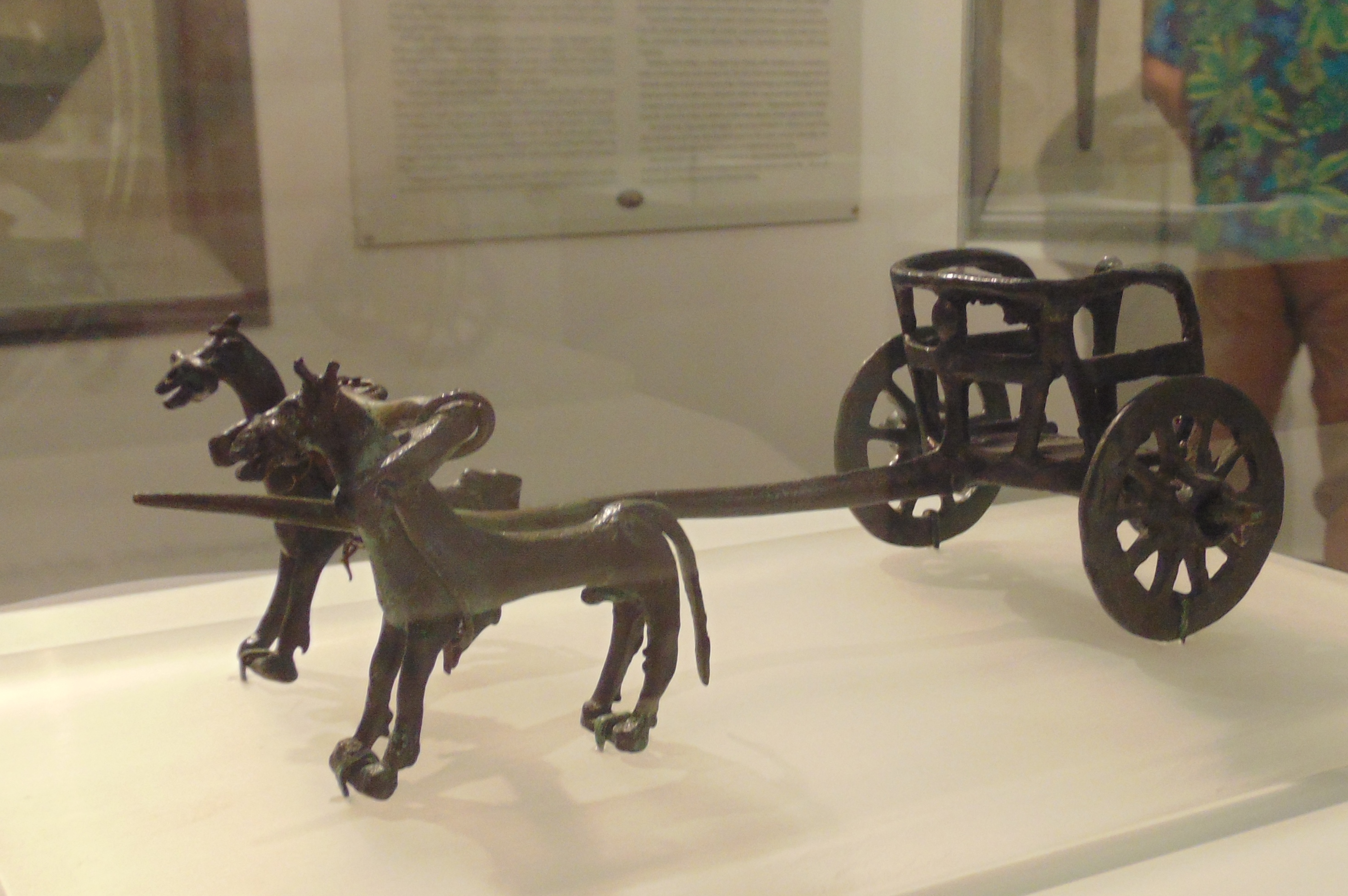 https://upload.wikimedia.org/wikipedia/commons/8/82/Sighnaghi_Museum._Early_iron_age_chariot_model_from_Kakheti_02.jpg