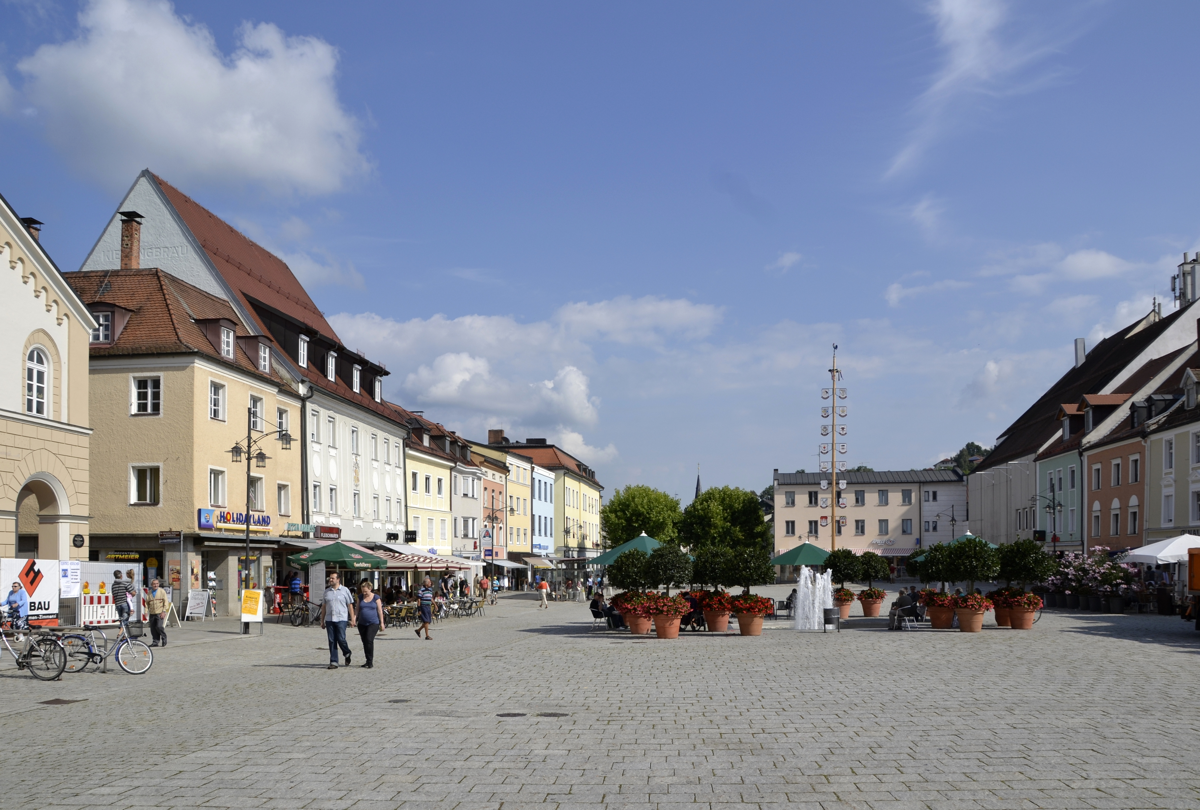 File:Stadtplatz von Deggendorf -03.JPG - Wikimedia Commons