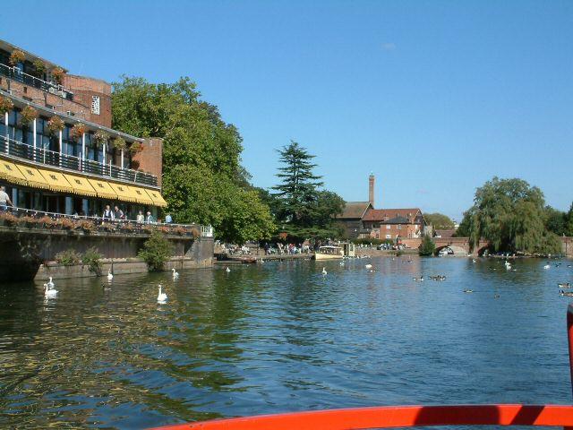 File:Stratford on Avon - geograph.org.uk - 820498.jpg