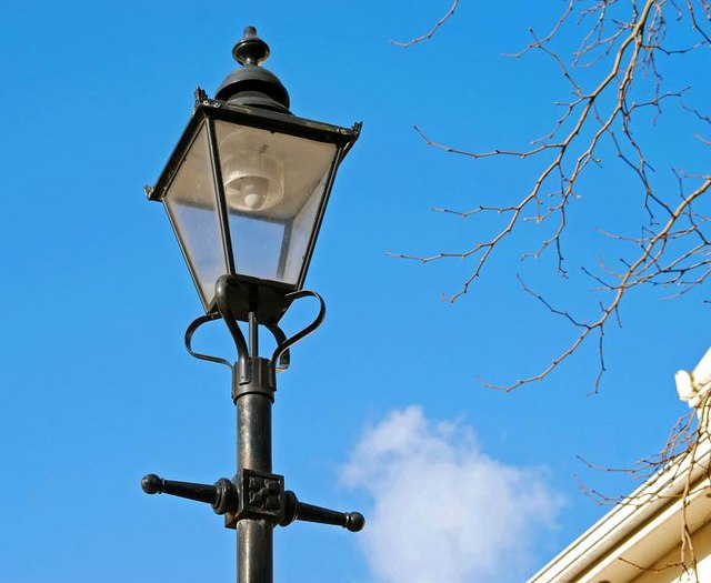 File:Street light, Belfast - geograph.org.uk - 1216647.jpg ...