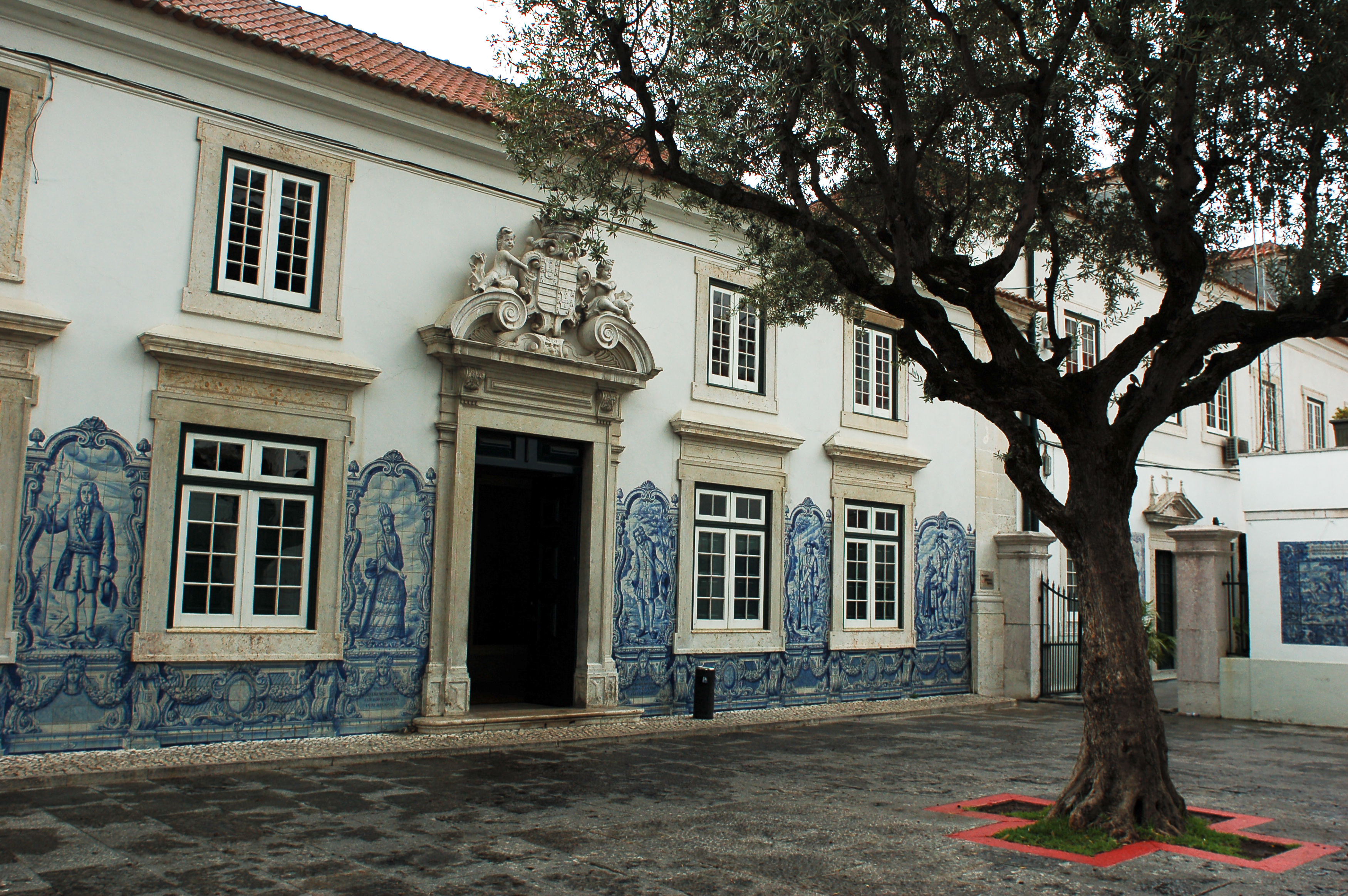 File streets of lisbon wall mosaic exterior decoration for Decoration maison wikipedia