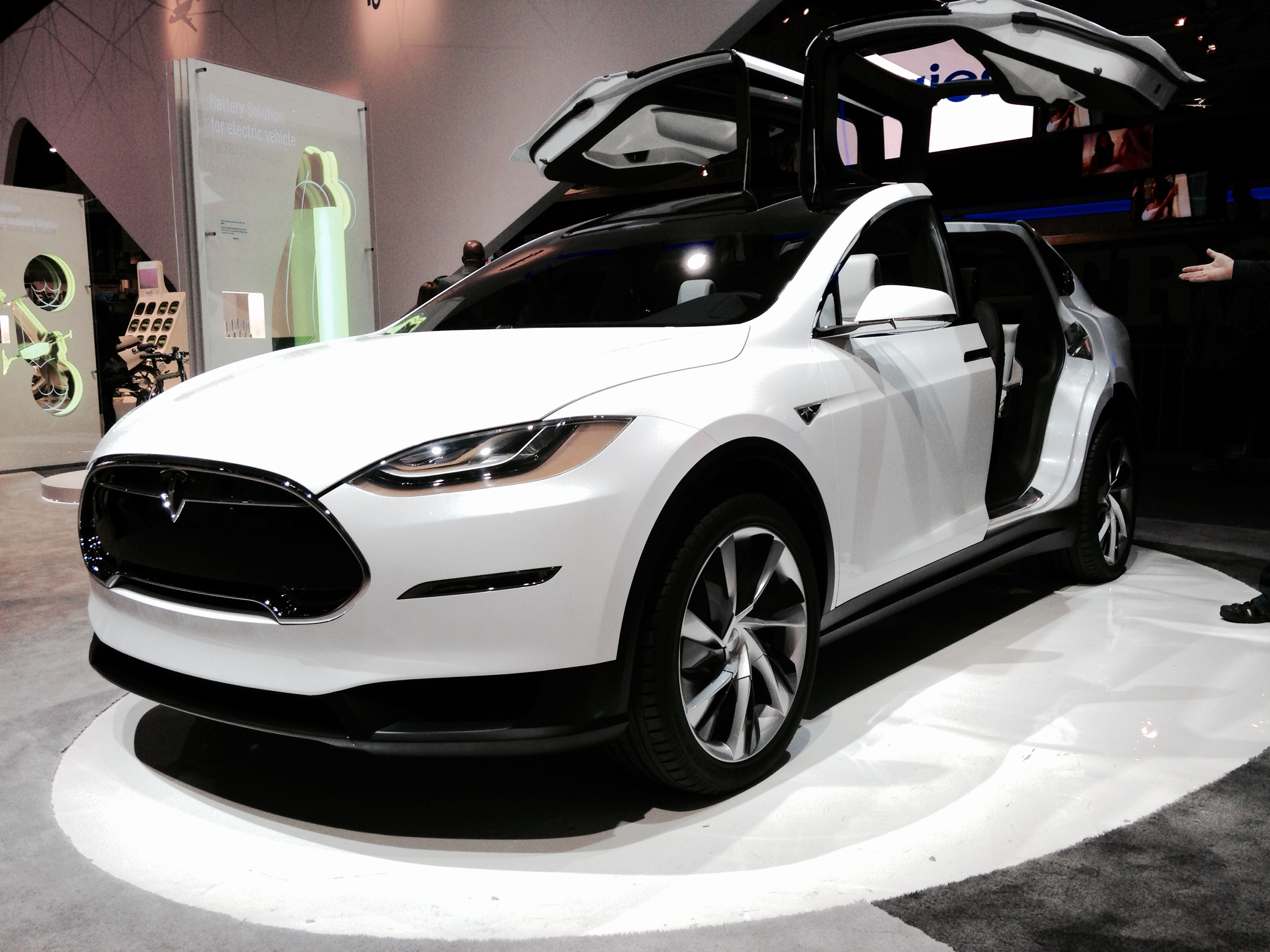 file tesla model x front view 16042113157 jpg wikimedia commons. Black Bedroom Furniture Sets. Home Design Ideas