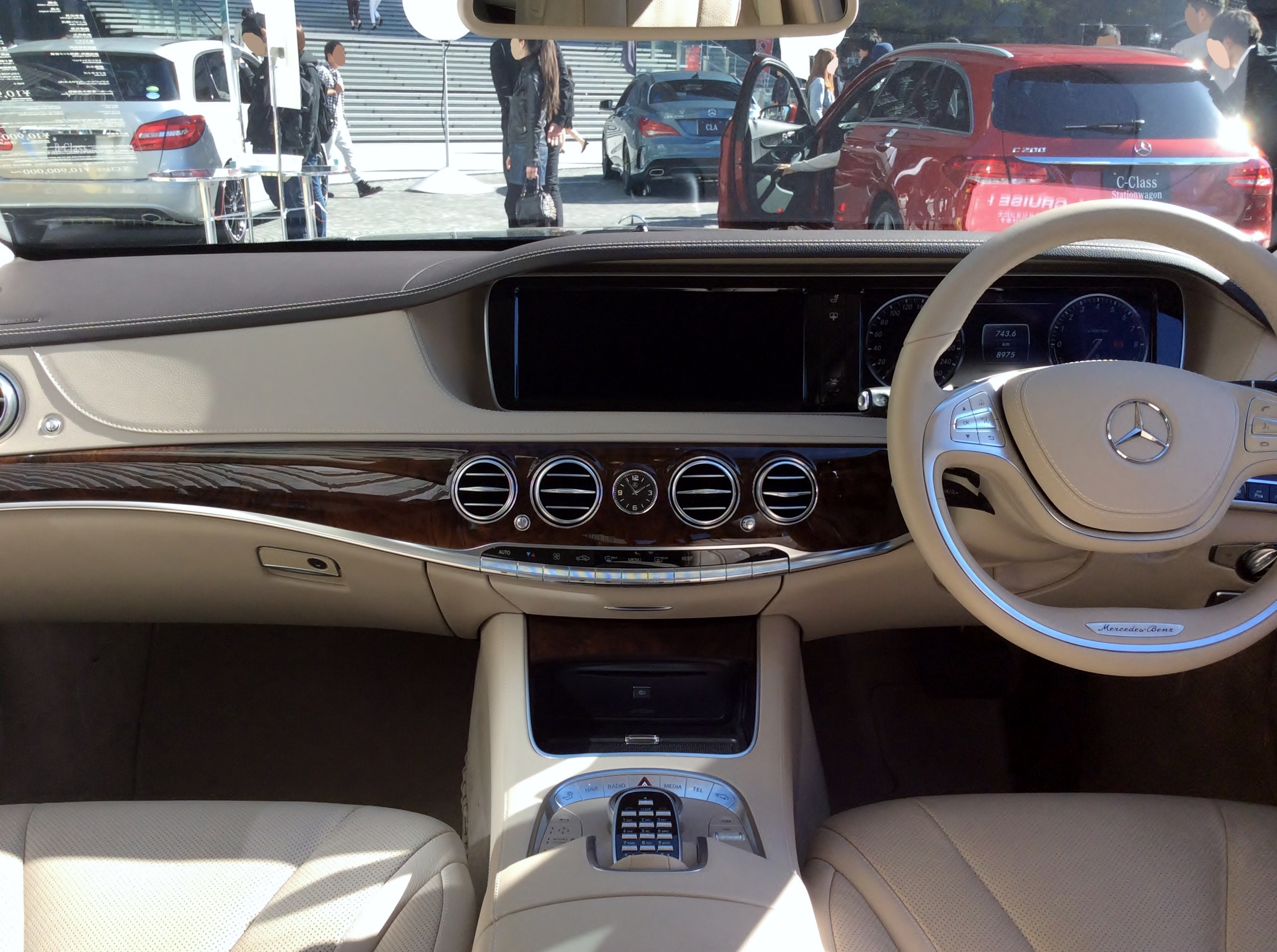 File:The interior of Mercedes-Benz S400 HYBRID (W222).JPG ...