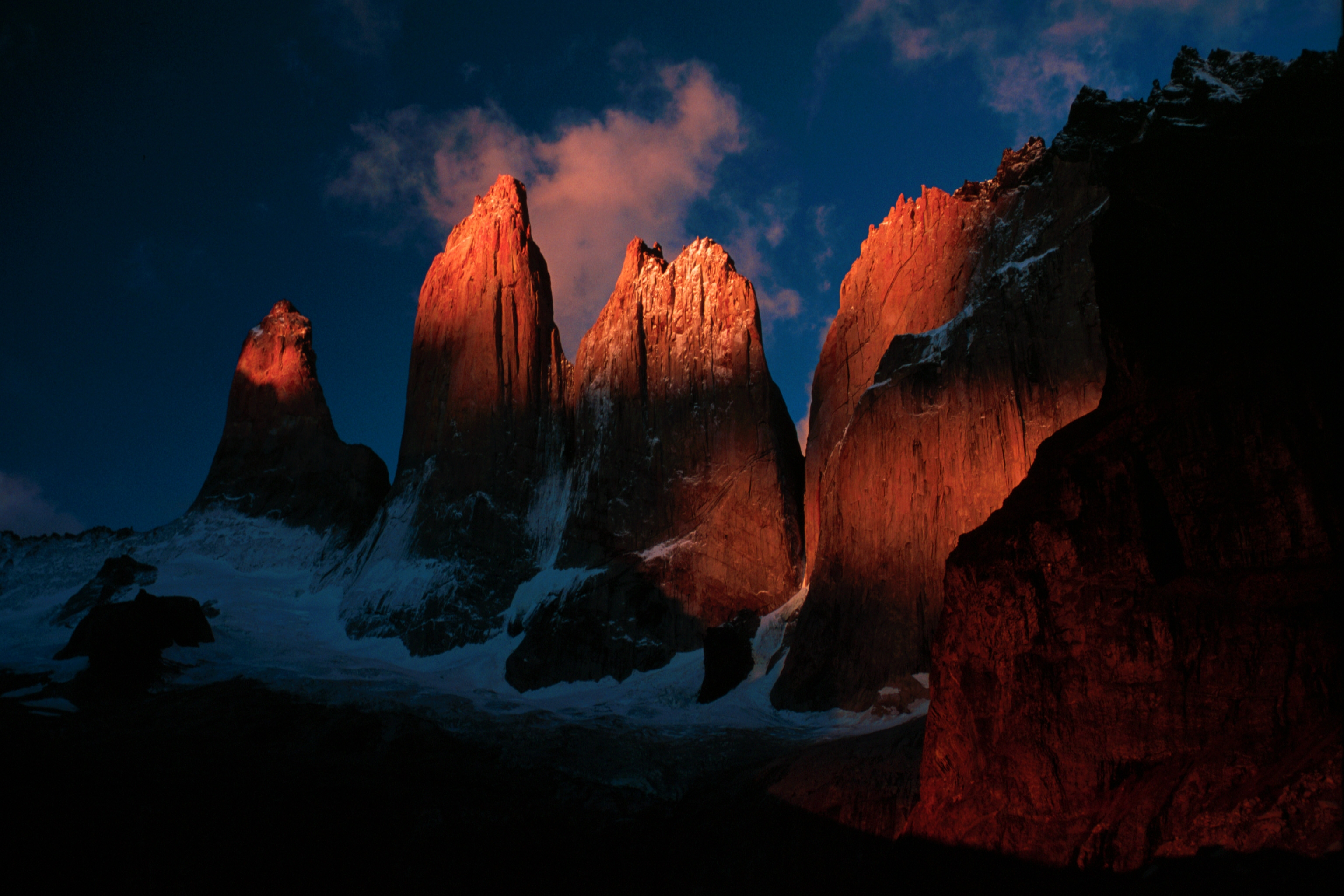 Torres del Paine - Photo © Winky from Oxford, UK @ Wikimedia Commons