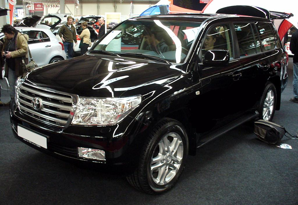 File:Toyota Land Cruiser V8.JPG - Wikimedia Commons