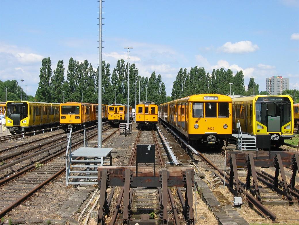 Datei U Bahn Berlin Verschiedene Fahrzeugtypen