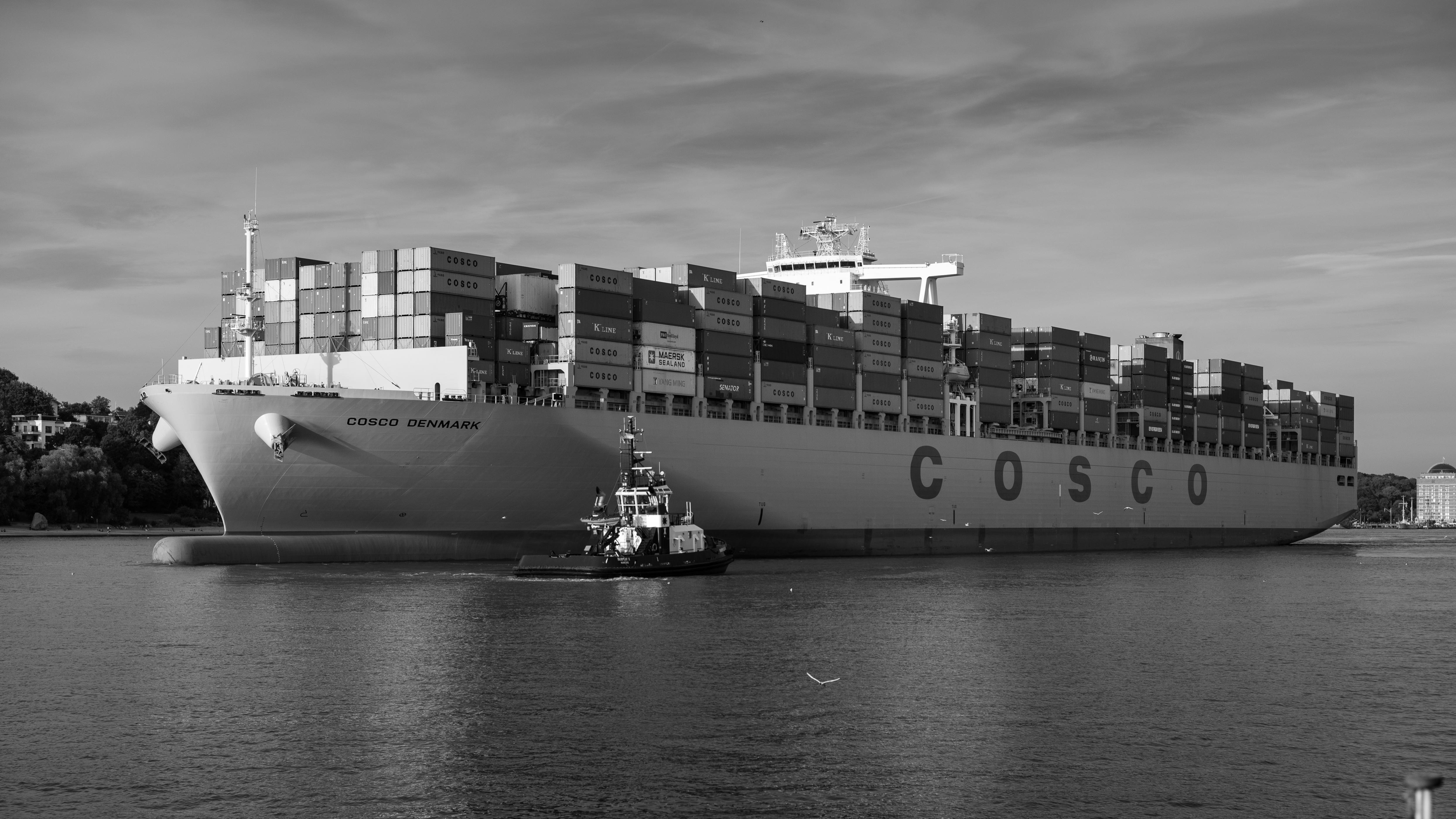 File:ULCS Cosco Denmark port of Hamburg Germany.jpg - Wikimedia ...