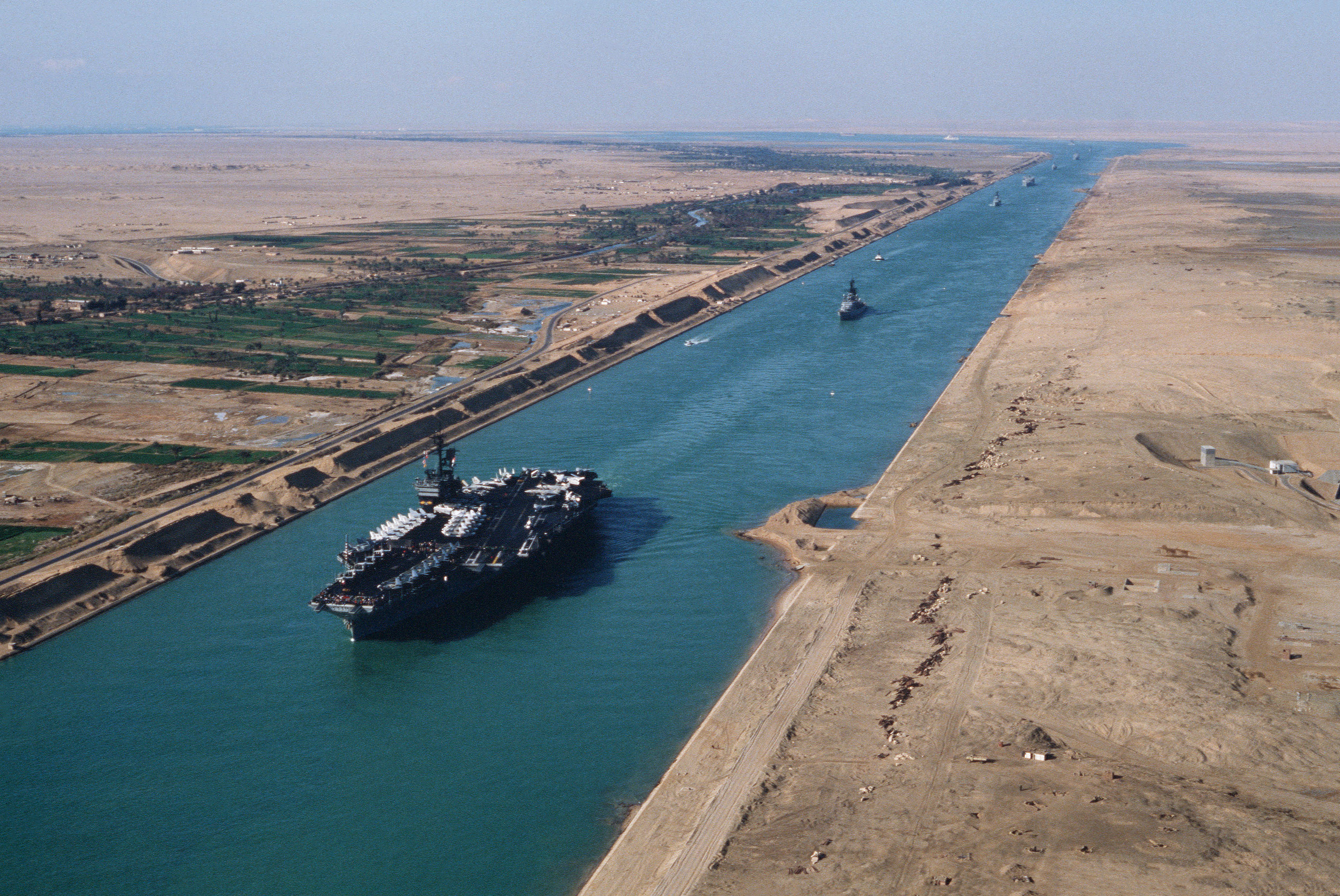 USS America (CV-66) in the Suez canal 1981.jpg