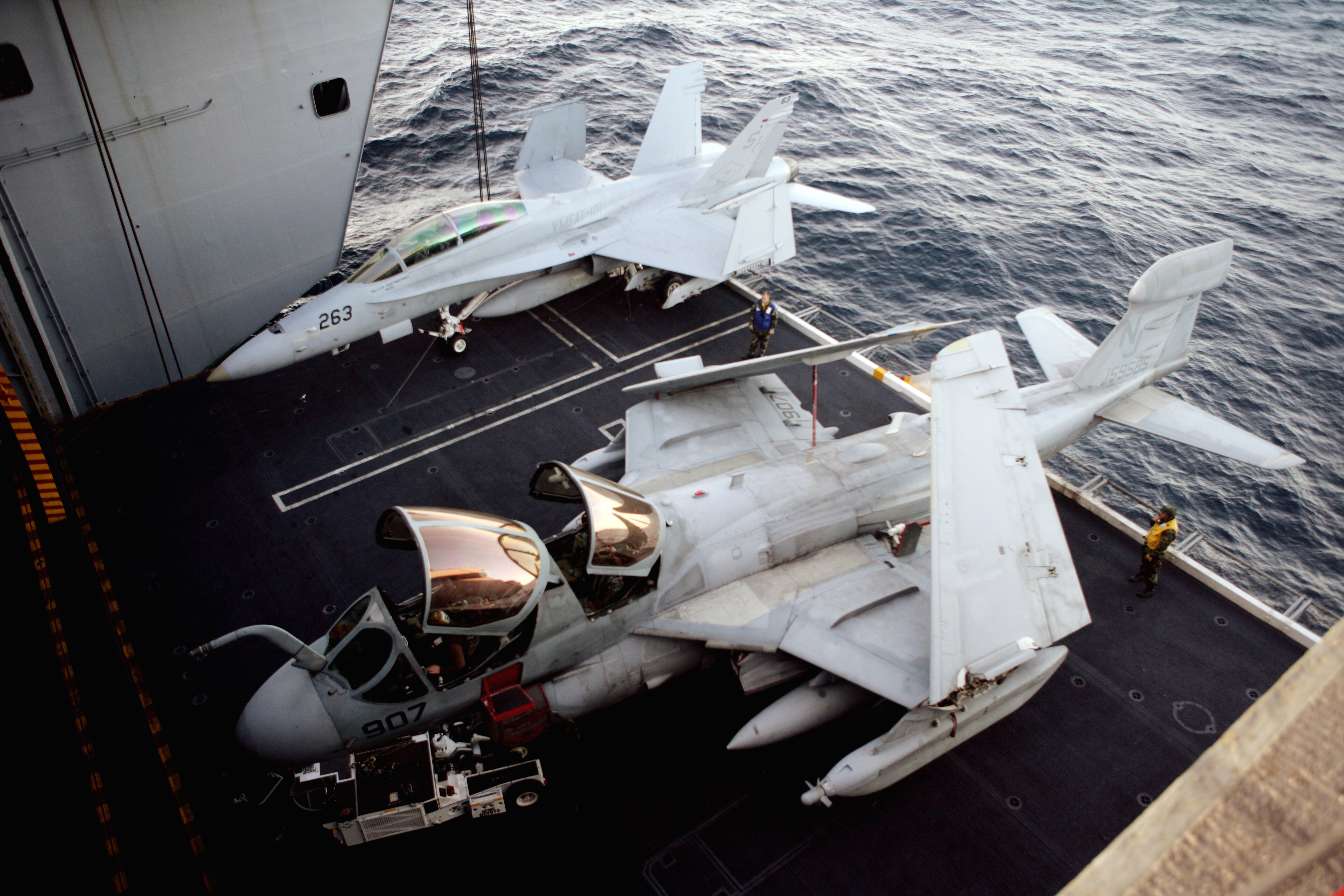 https://upload.wikimedia.org/wikipedia/commons/8/82/US_Navy_090324-M-1842L-005_An_F-A-18D_Hornet_and_an_E-A-6B_Prowler_are_on_elevator_three_to_be_brought_to_the_flight_deck_of_the_nuclear-powered_aircraft_carrier_USS_Nimitz_(CVN_68).jpg