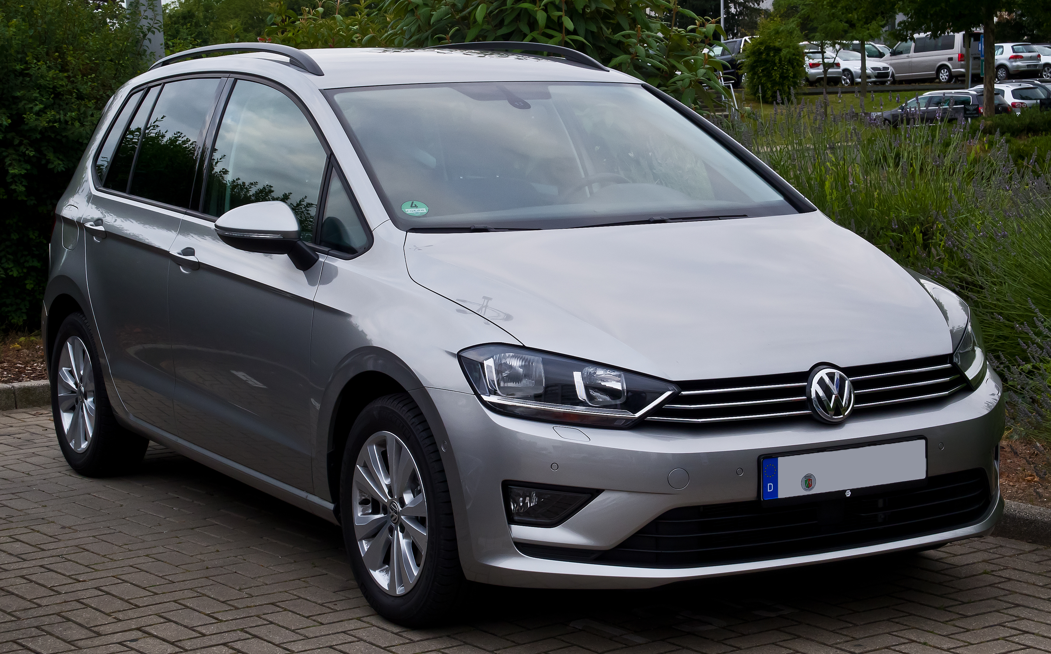 file vw golf sportsvan 2 0 tdi bluemotion technology comfortline frontansicht 20 juni 2014. Black Bedroom Furniture Sets. Home Design Ideas