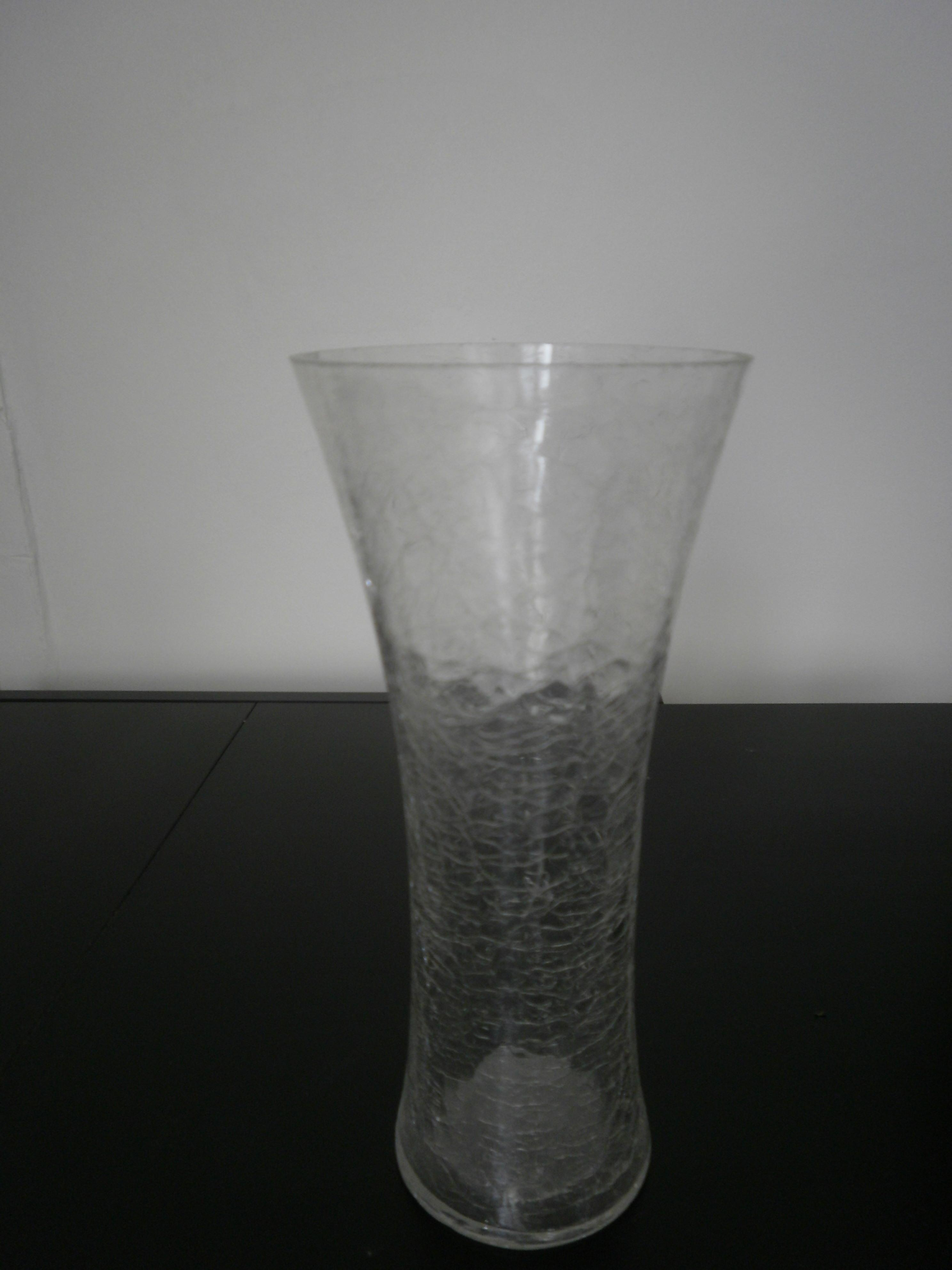 File vase verre craquel jpg wikimedia commons for Decoration vase en verre