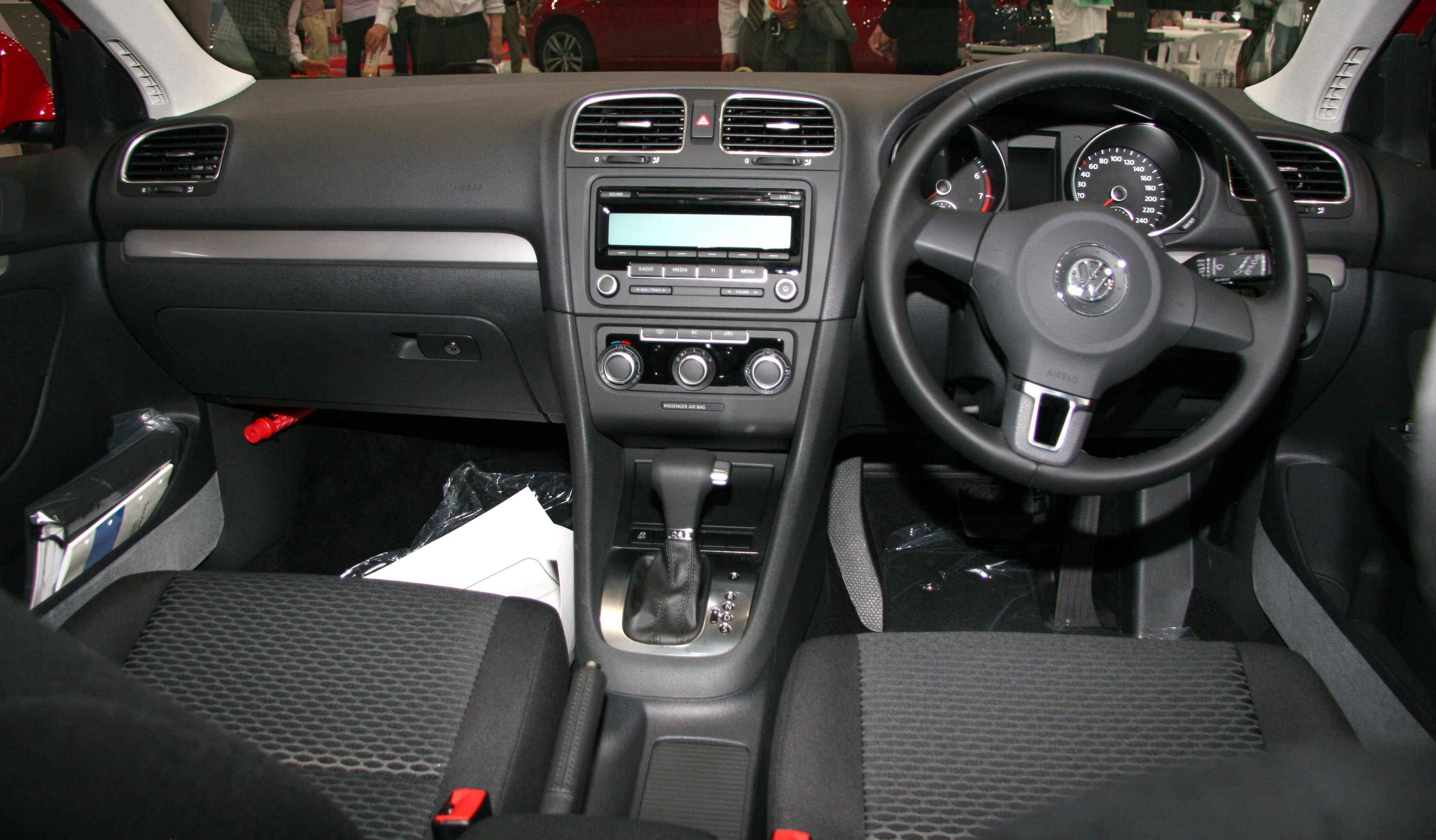 test drive corner volkswagen golf 1 4 tsi. Black Bedroom Furniture Sets. Home Design Ideas