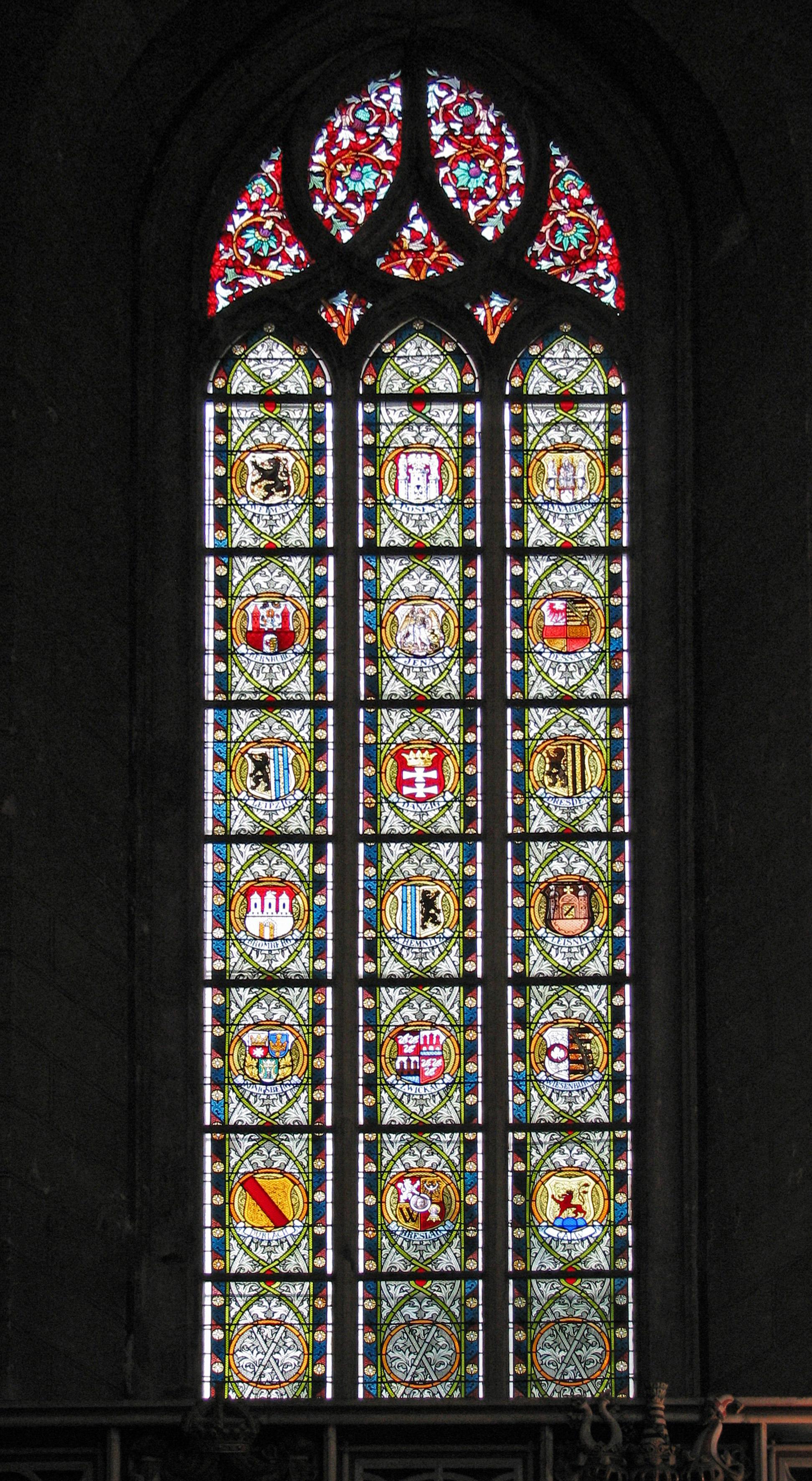 File:Wittenberg Schlosskirche Fenster Staedte.JPG