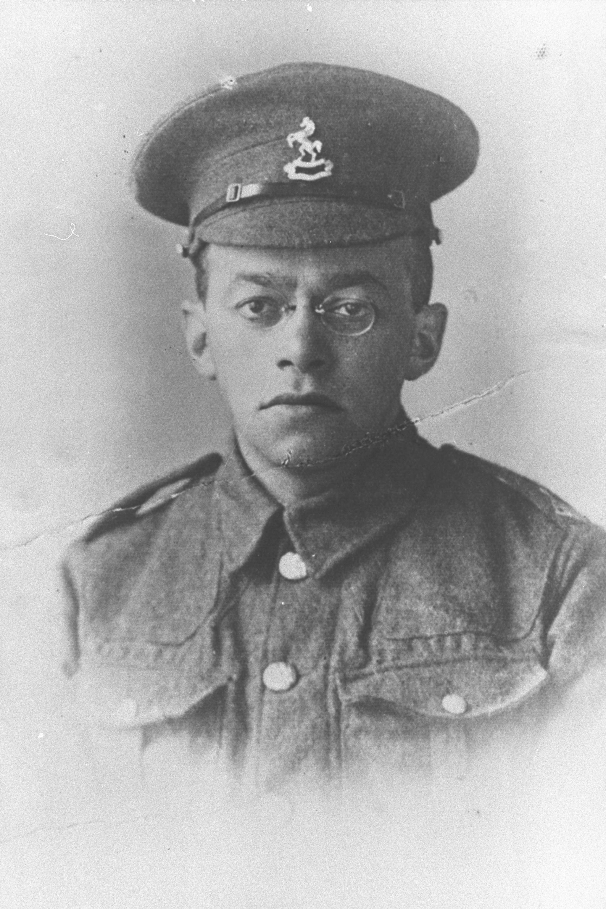 File:ZEEV JABOTINSKY IN ARMY UNIFORM DURING WORLD WAR 1. פורטרט, זאב ז'בוטינסקי במדים צבאיים, בזמן מלחמת העולם הראשונה..jpg - Wikimedia Commons