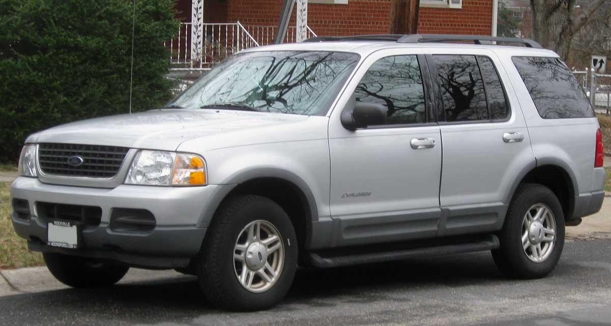 File:02-05 Ford Explorer.jpg