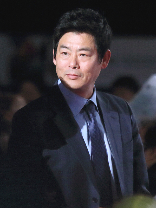 Sung Dong-il - Memora.ID