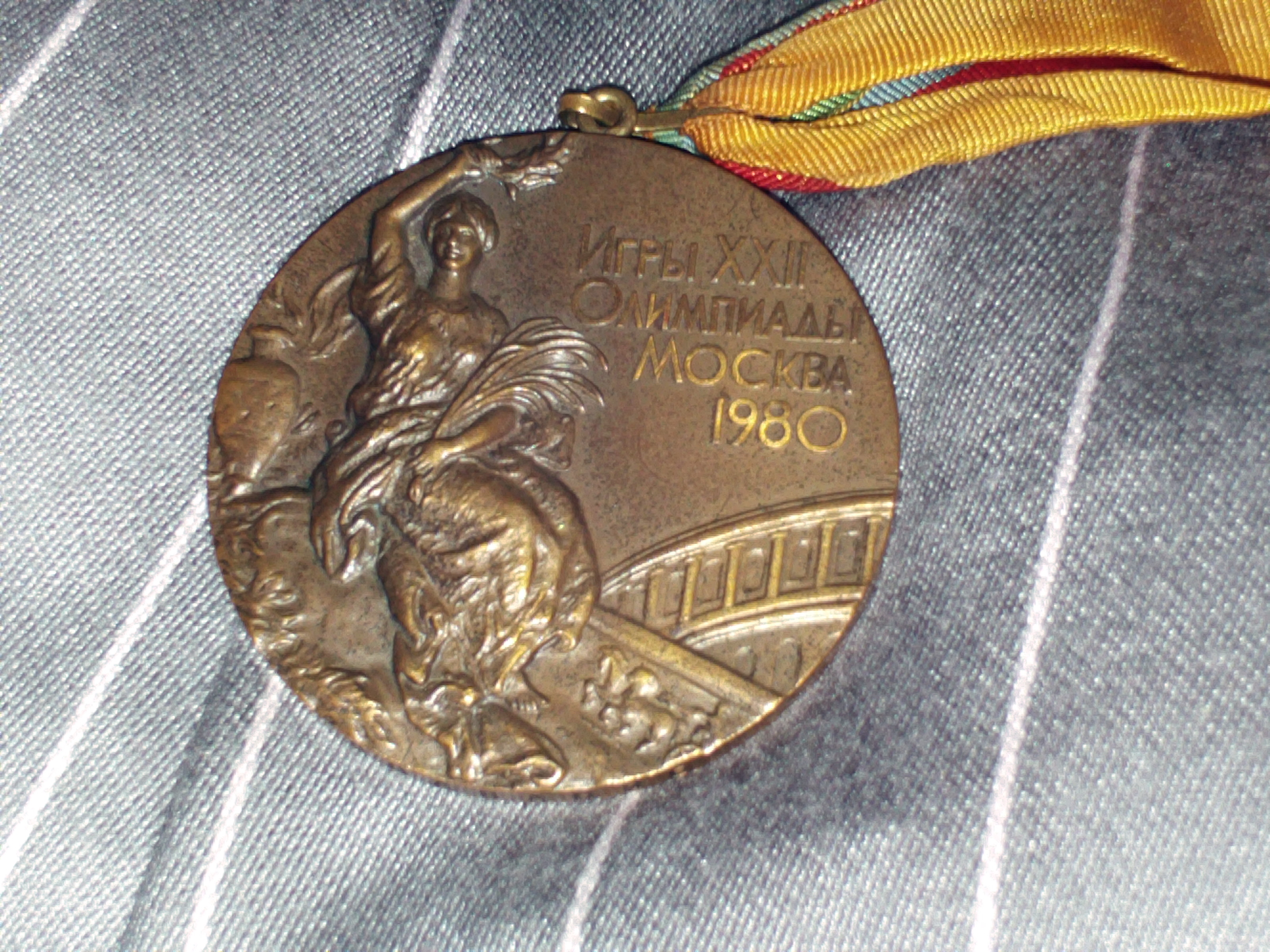 http://upload.wikimedia.org/wikipedia/commons/8/83/1980_Summer_Olympics_bronze_medal.JPG