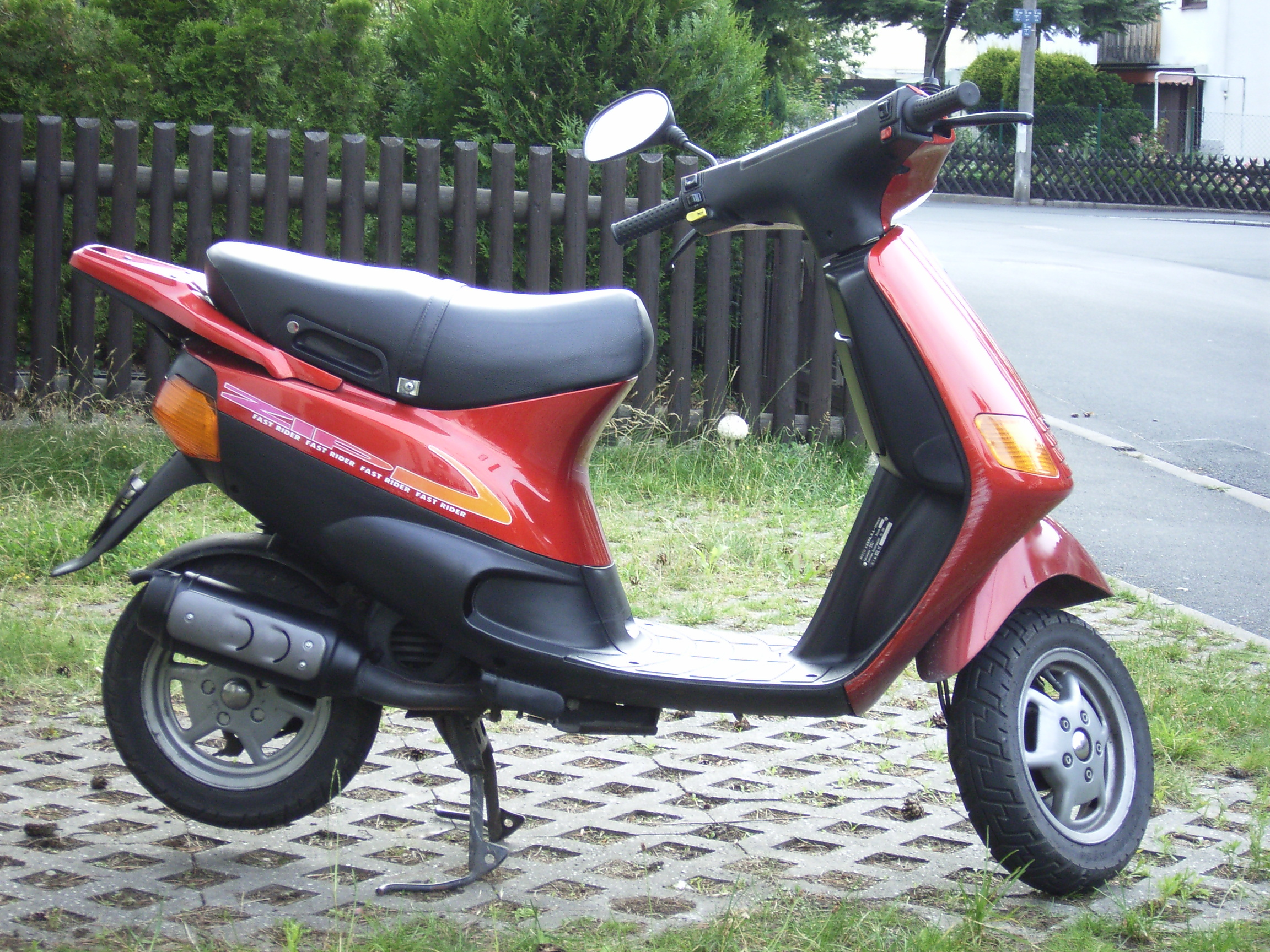 Wonderbaar Piaggio Zip - Wikipedia FL-08