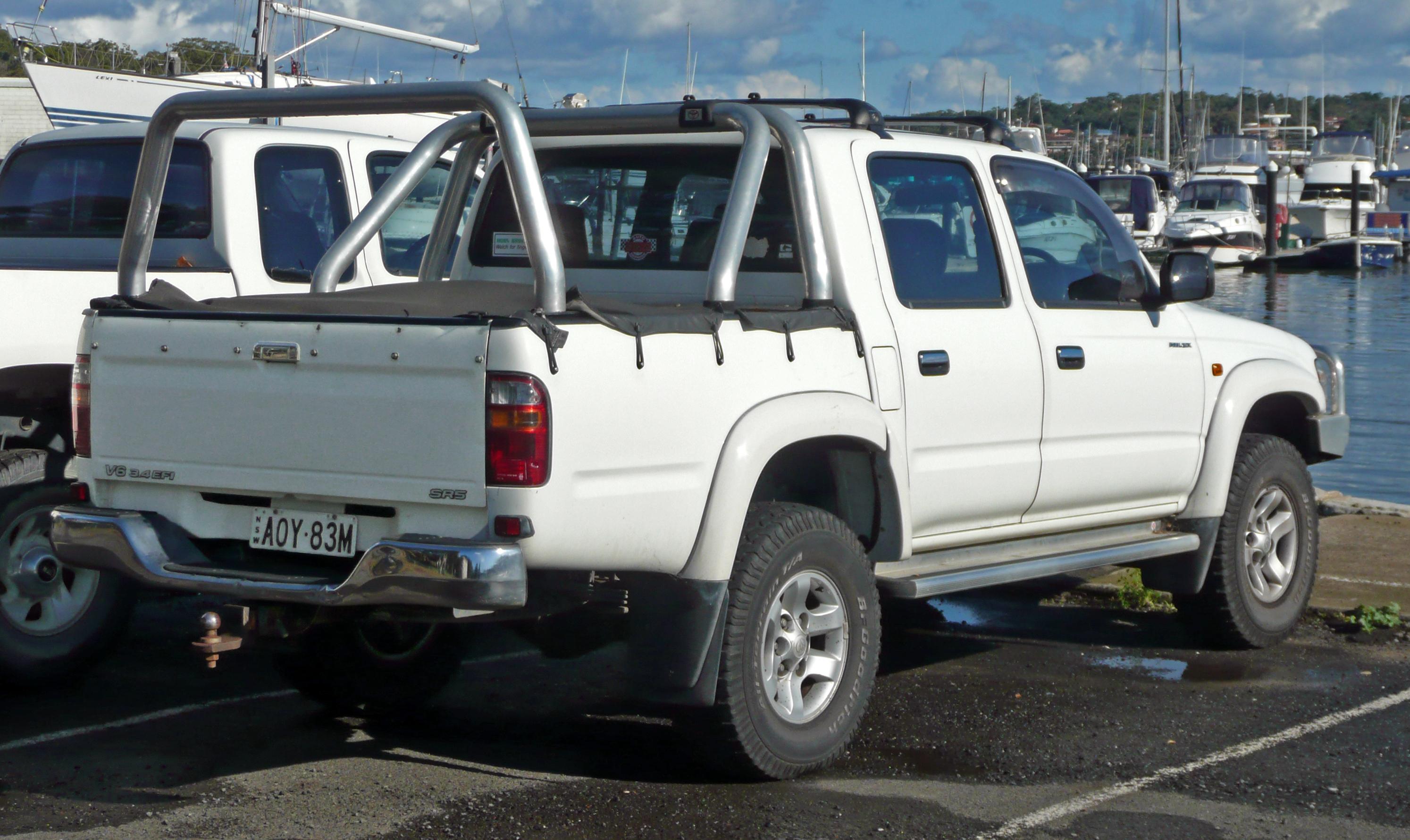 2002 2005 toyota hilux sr5 4 door utility vzn167r australia