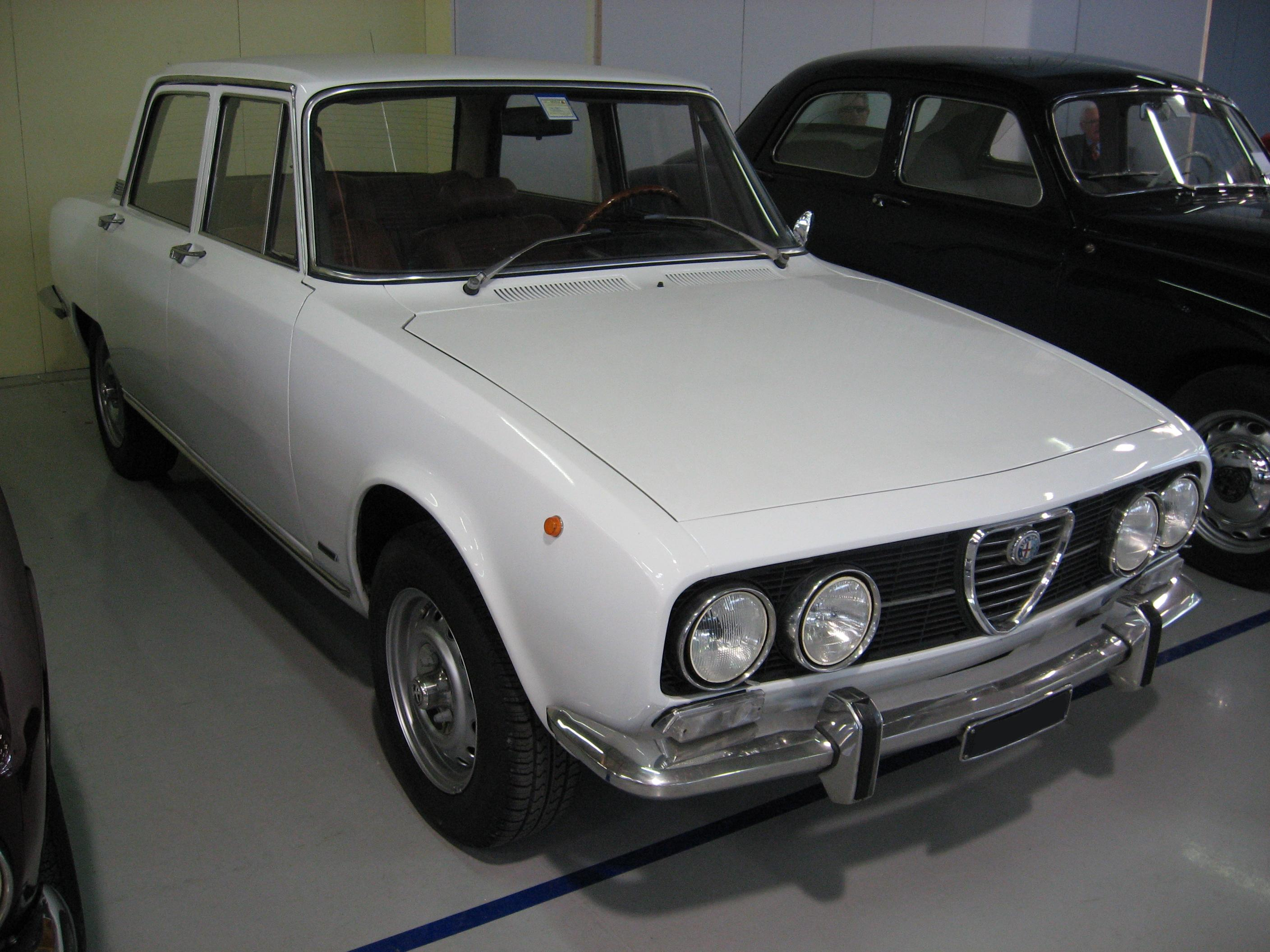 file:alfa-romeo 2000-berlina - wikimedia commons