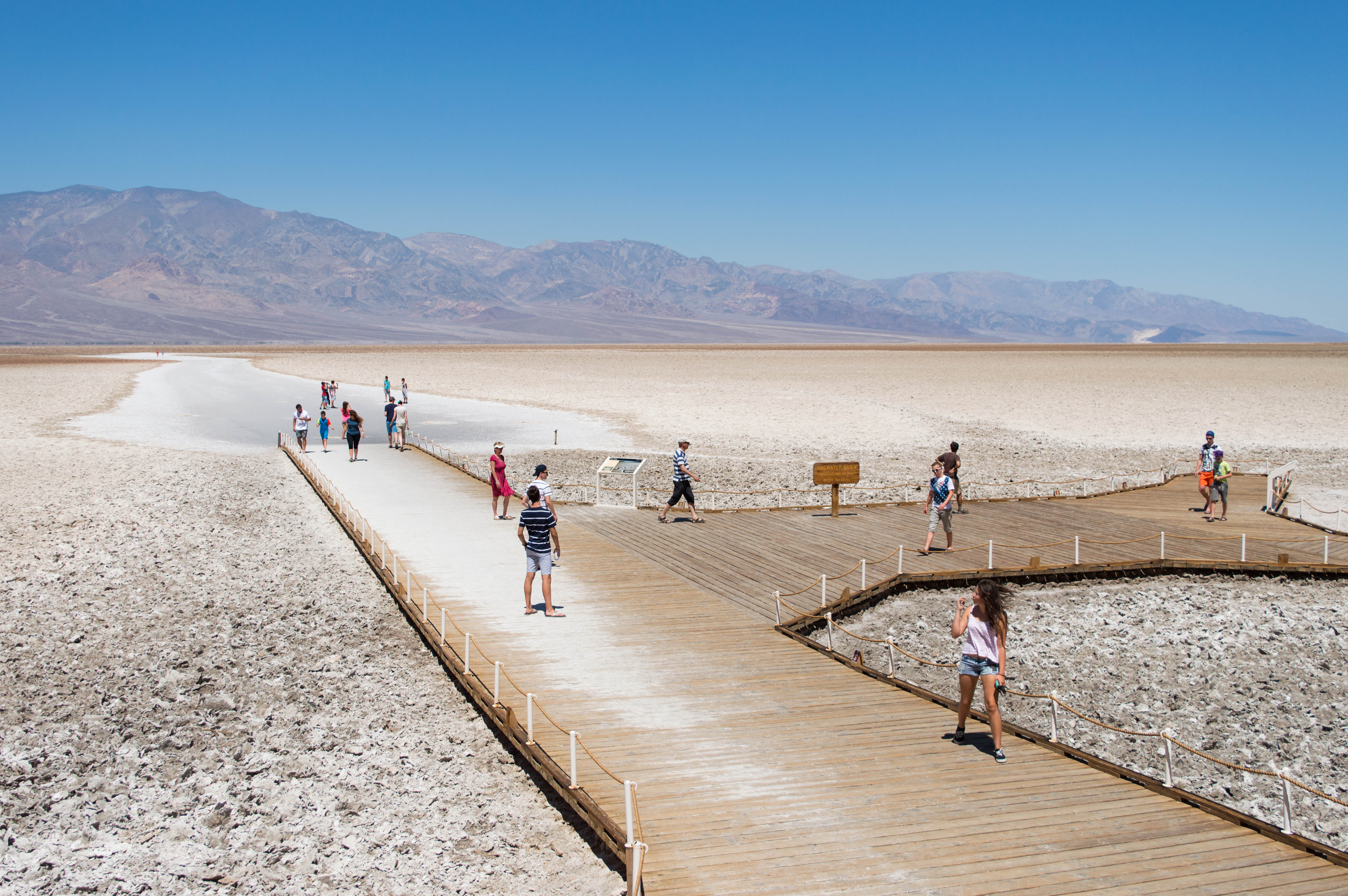 file badwater basin death valley jpg wikimedia commons