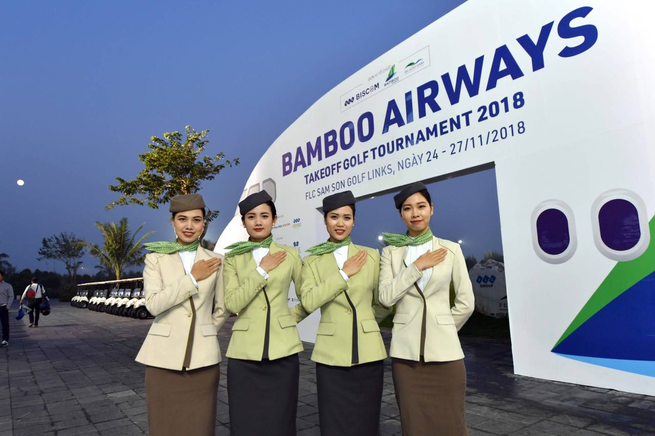 efca4921b5b File:Bamboo Airlines' cabin crew uniform.jpg - Wikipedia