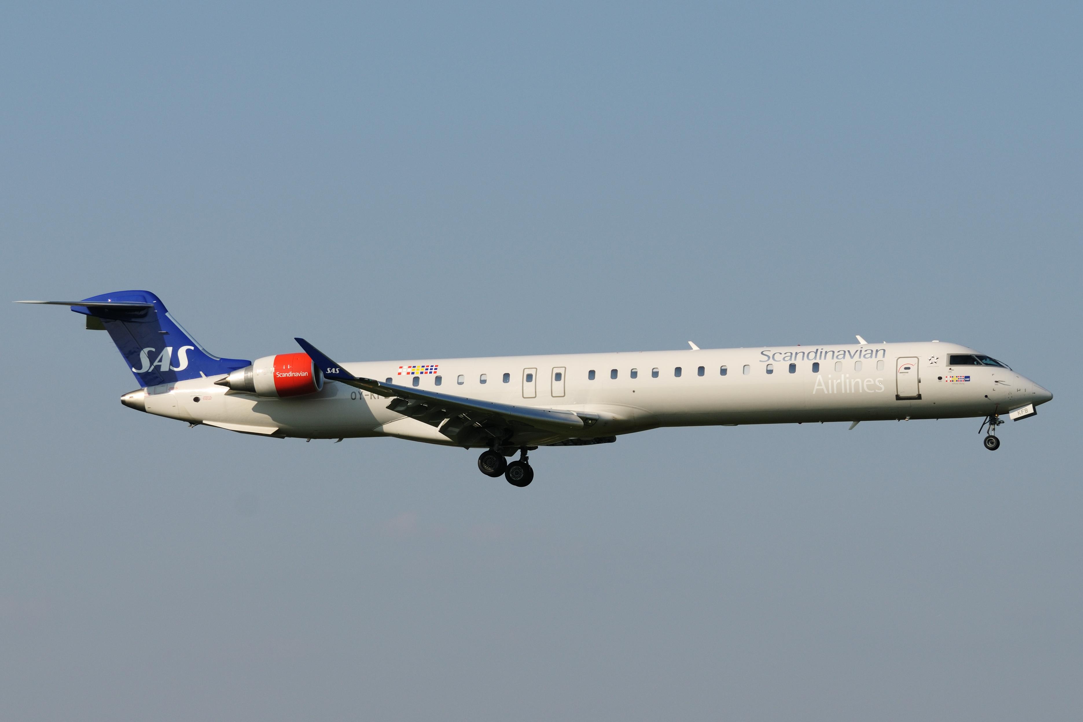 file bombardier crj 900 oy kfb sas scandinavian airlines system rh commons wikimedia org crj 900 systems study guide Delta CRJ-900