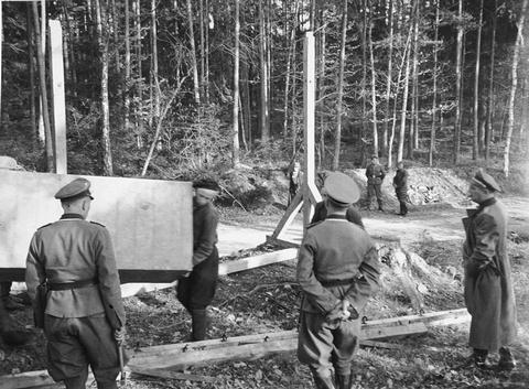 File buchenwald forced labor gallows wikimedia for Camp du struthof chambre a gaz