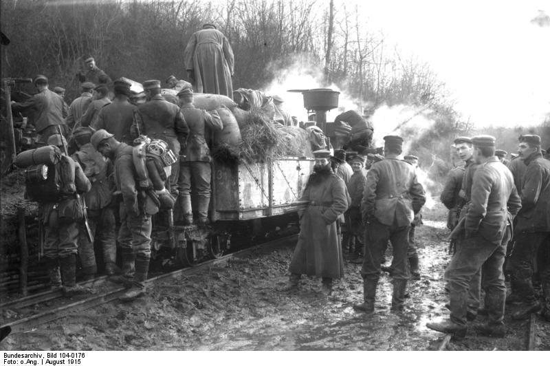 Sur les collines de l'Argonne dans Meuse Bundesarchiv_Bild_104-0176%2C_Argonnen%2C_Transporte_mit_Feldbahn