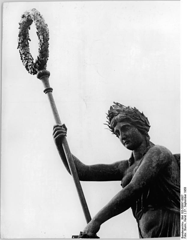 File Bundesarchiv Bild 183 58697 0007 Berlin Brandenburger Tor Quadriga Jpg Wikimedia Commons