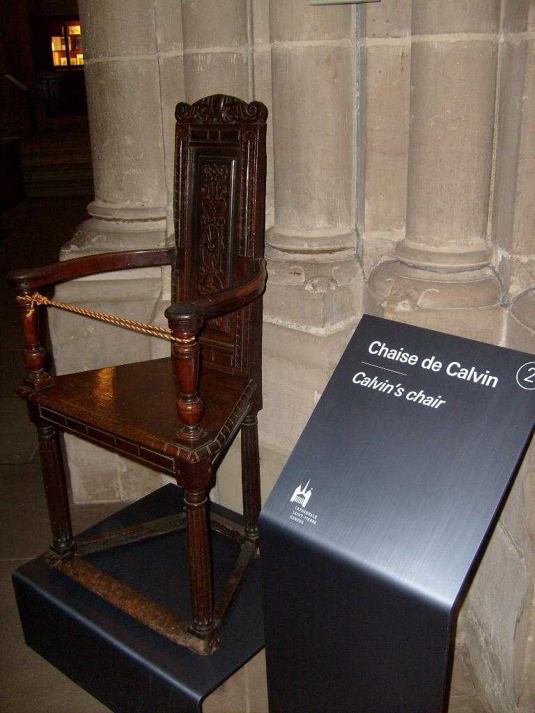 File calvin chair geneva jpg wikimedia commons for Chaise de calvin