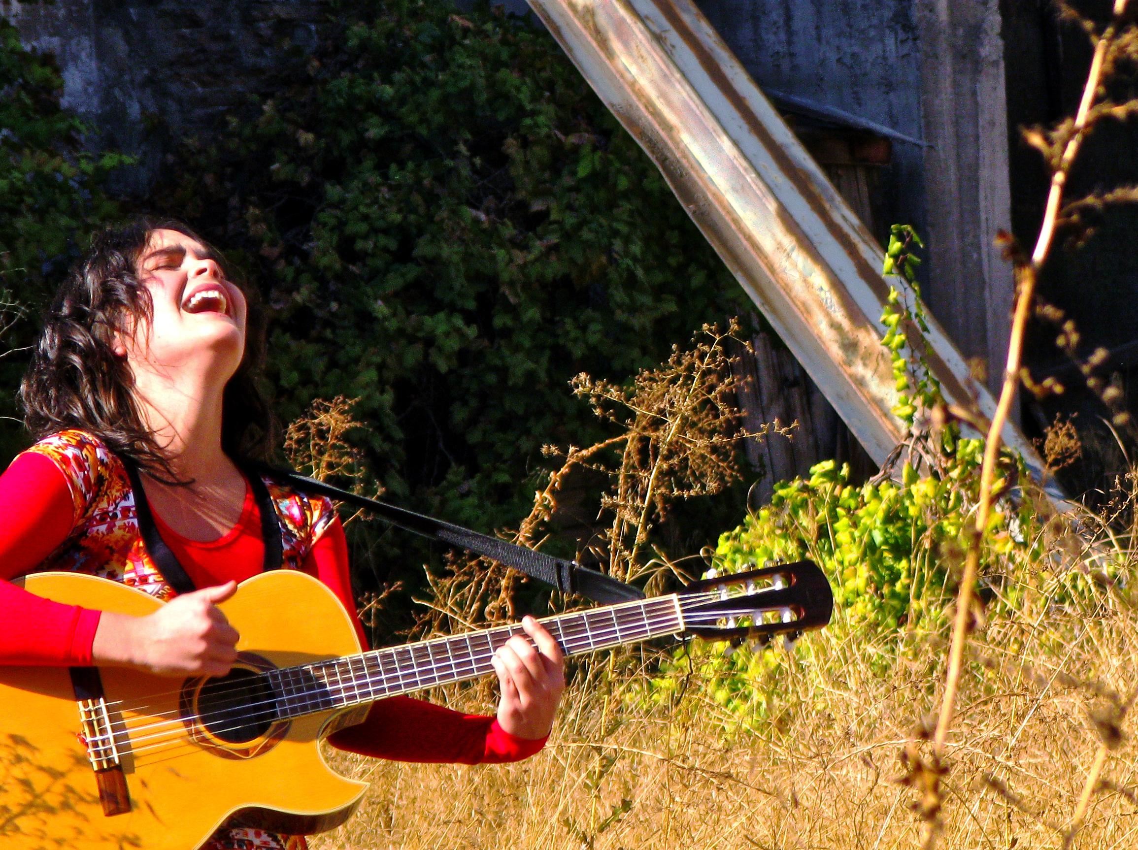 """Camila Moreno durante la grabación del videoclip """"Millones""""."""