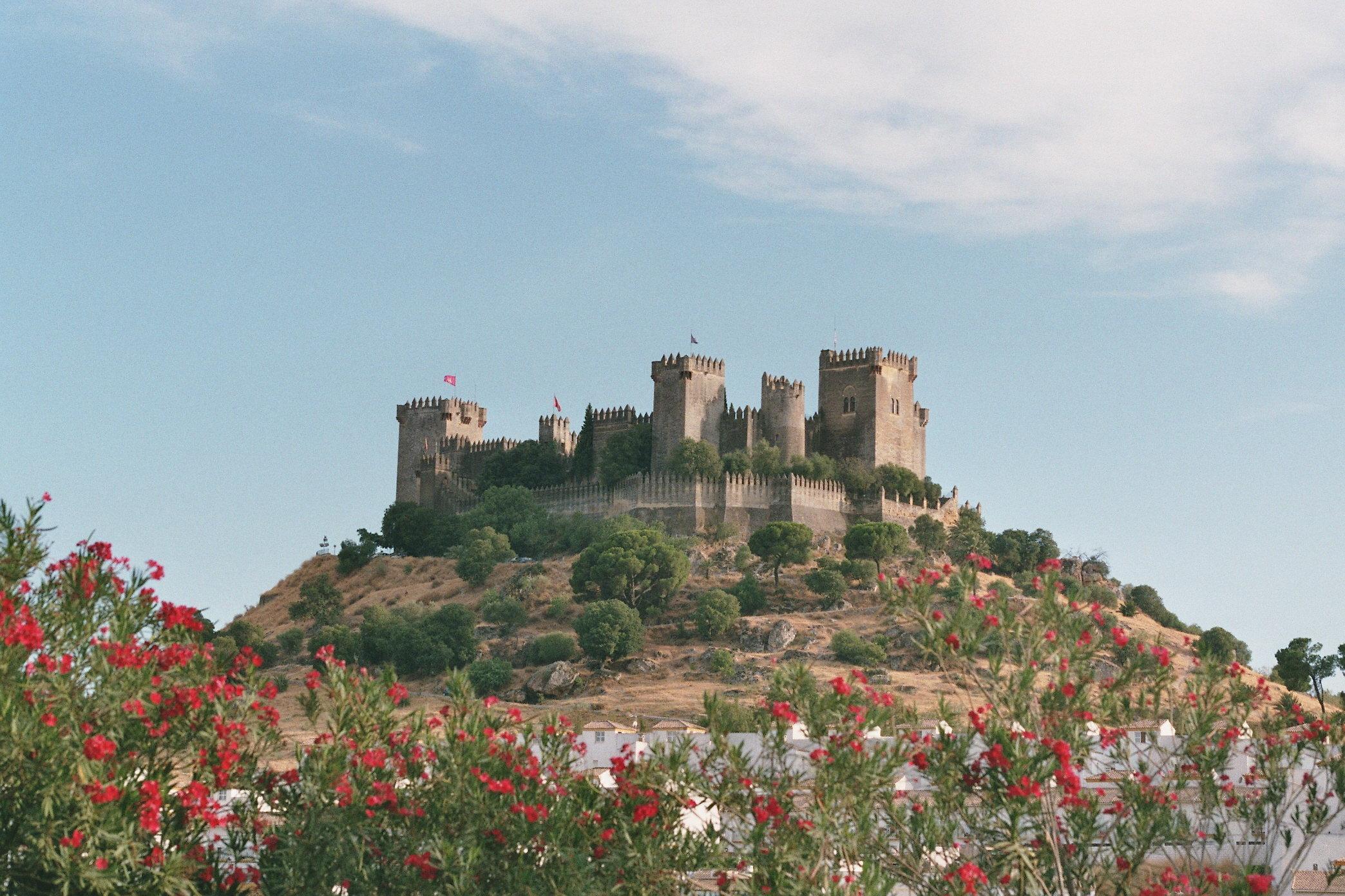File:Castillo de Almodóvar del Río 2009.jpg - Wikimedia Commons