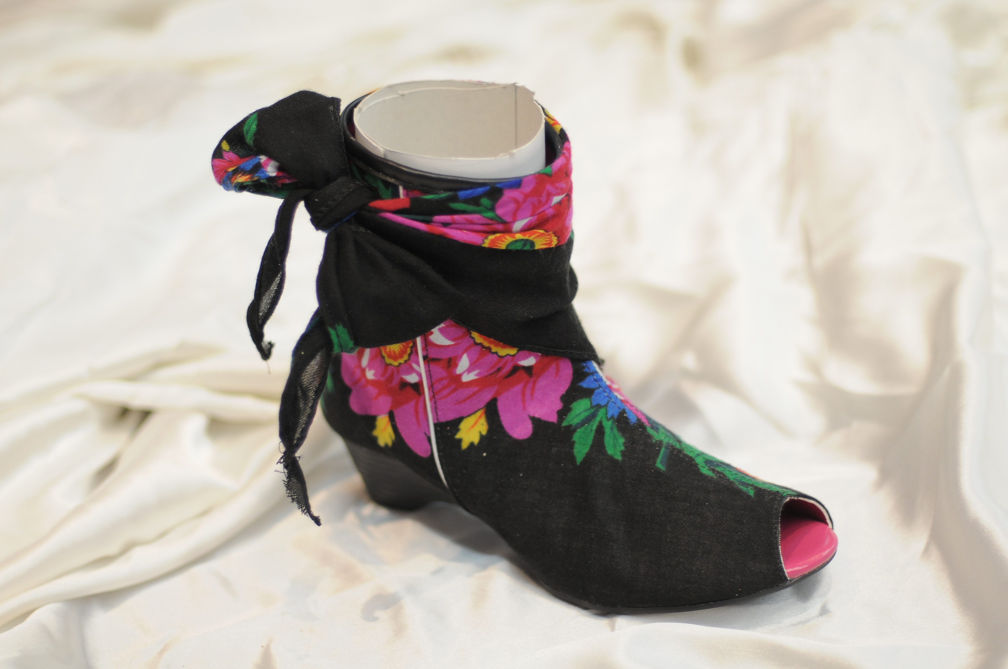 Commons Femme Traditionnelle 46 Wikimedia chaussure jpg File CordxeB