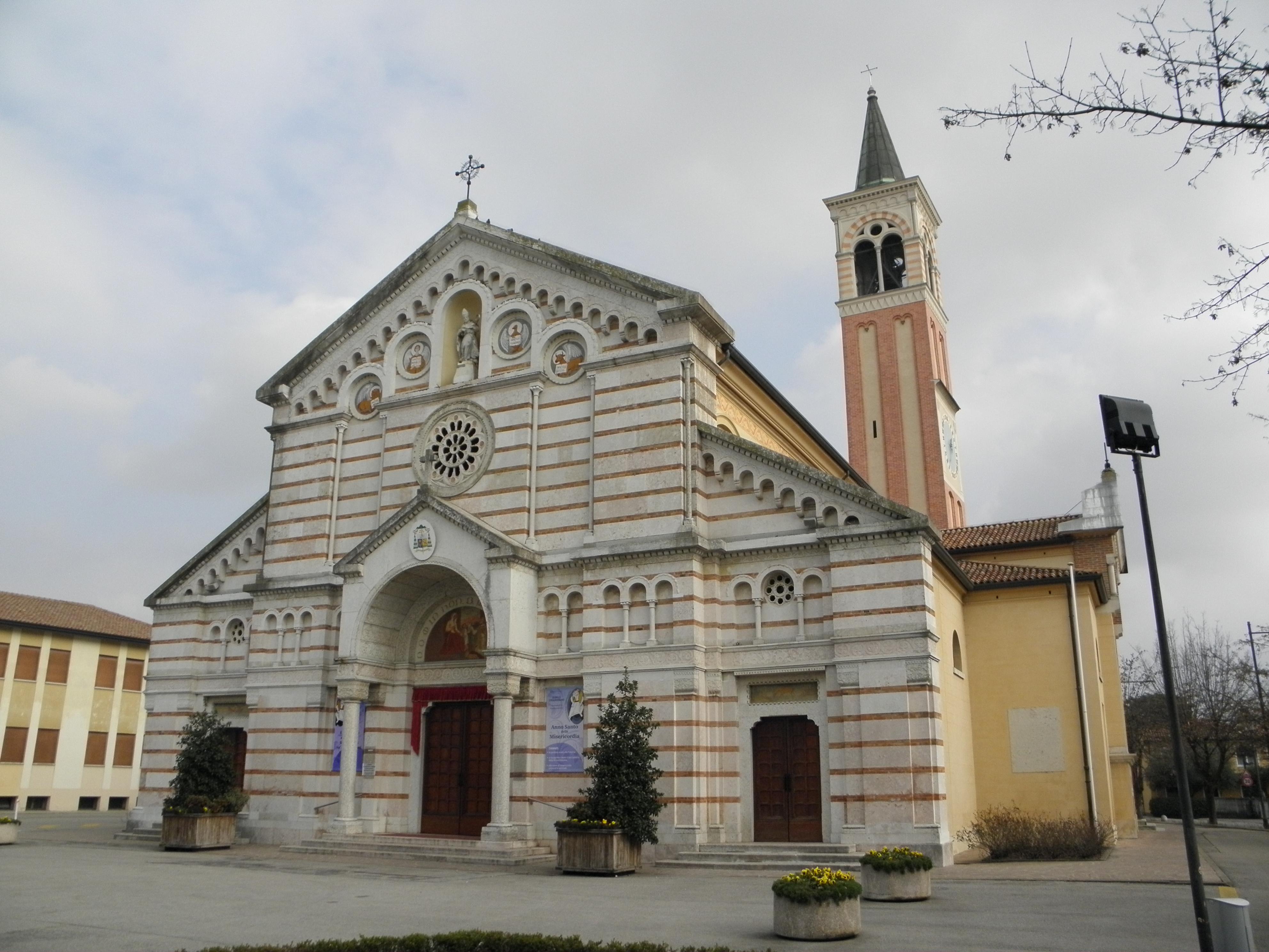 File Chiesa Di San Martino Vescovo Paese 05 Jpg Wikimedia Commons