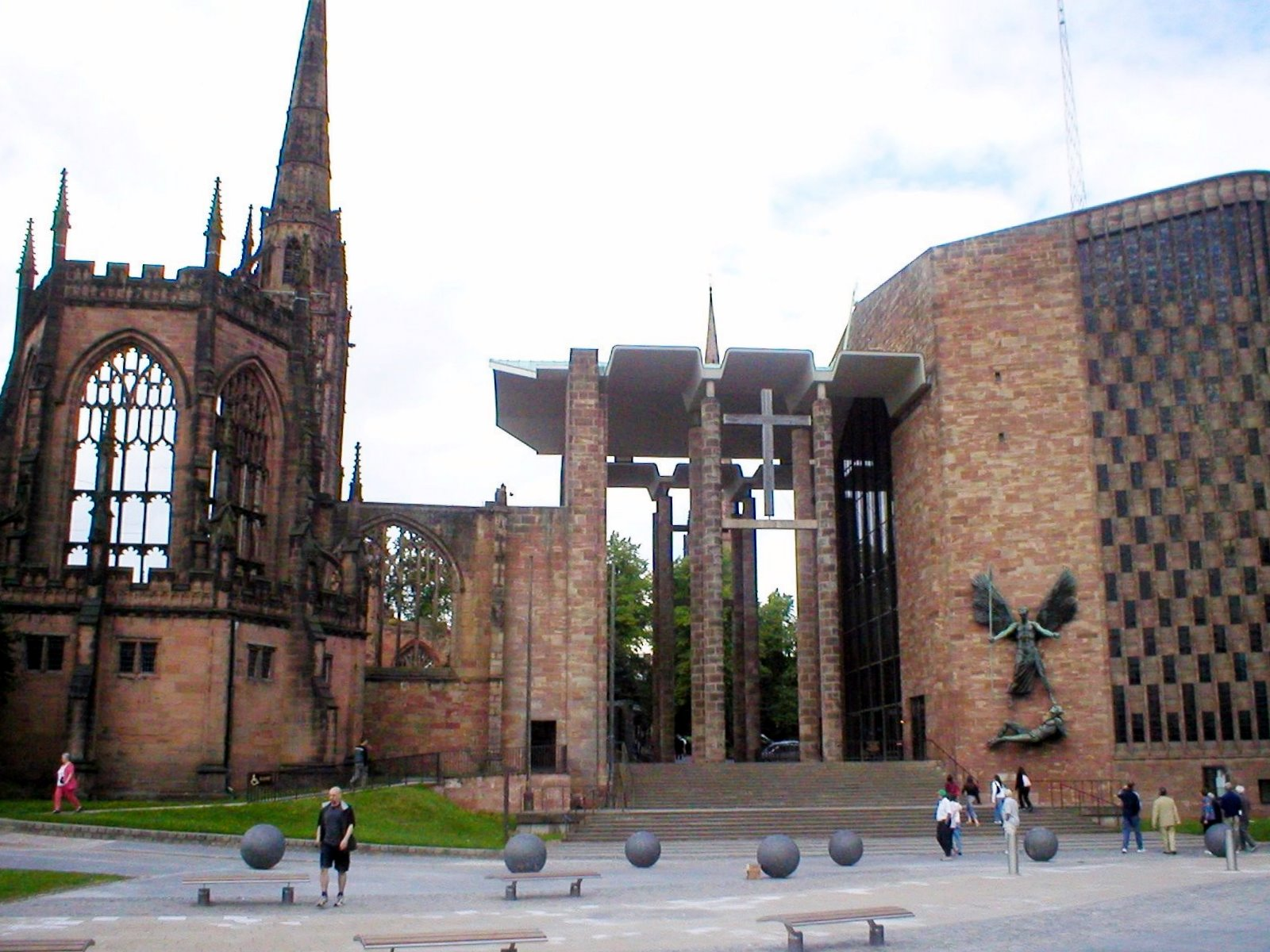 http://upload.wikimedia.org/wikipedia/commons/8/83/Coventry_cathedral.jpg